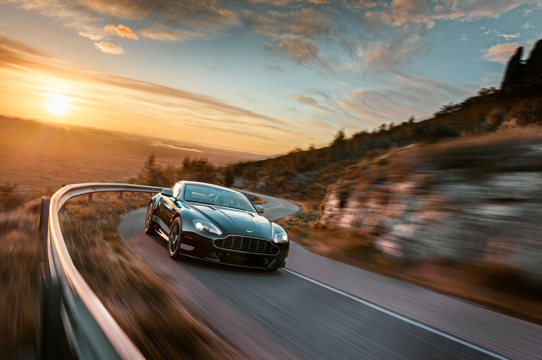 2015 Aston Martin V8 Vantage GT Coupe Front End In Motion 021
