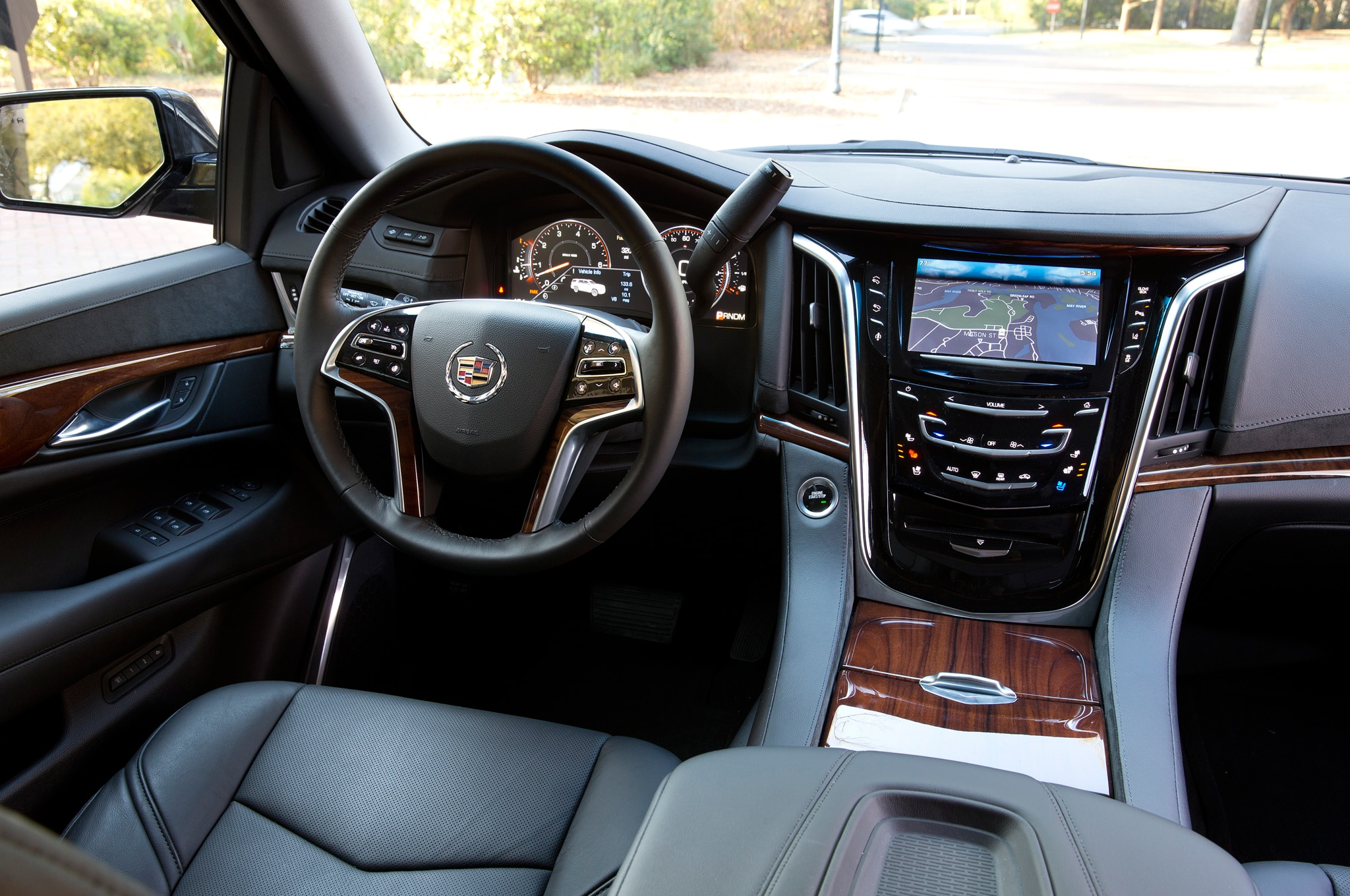 escalade more cadillac cockpit show news automobile review magazine