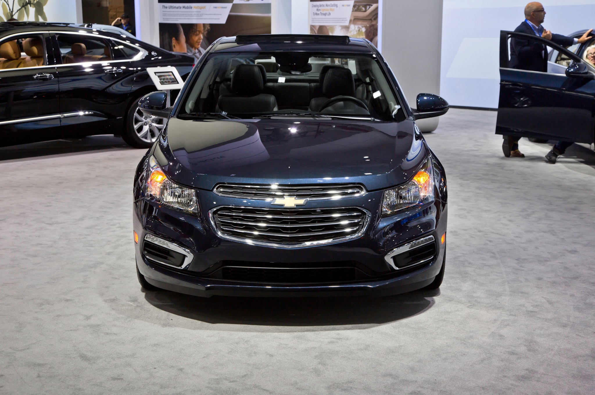 2015 chevrolet cruze facelifted at new york show. Black Bedroom Furniture Sets. Home Design Ideas