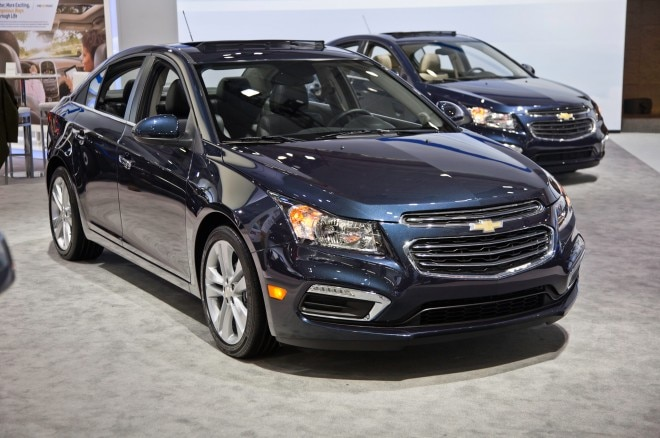 2015 Chevrolet Cruze Front Three Quarter1 660x438