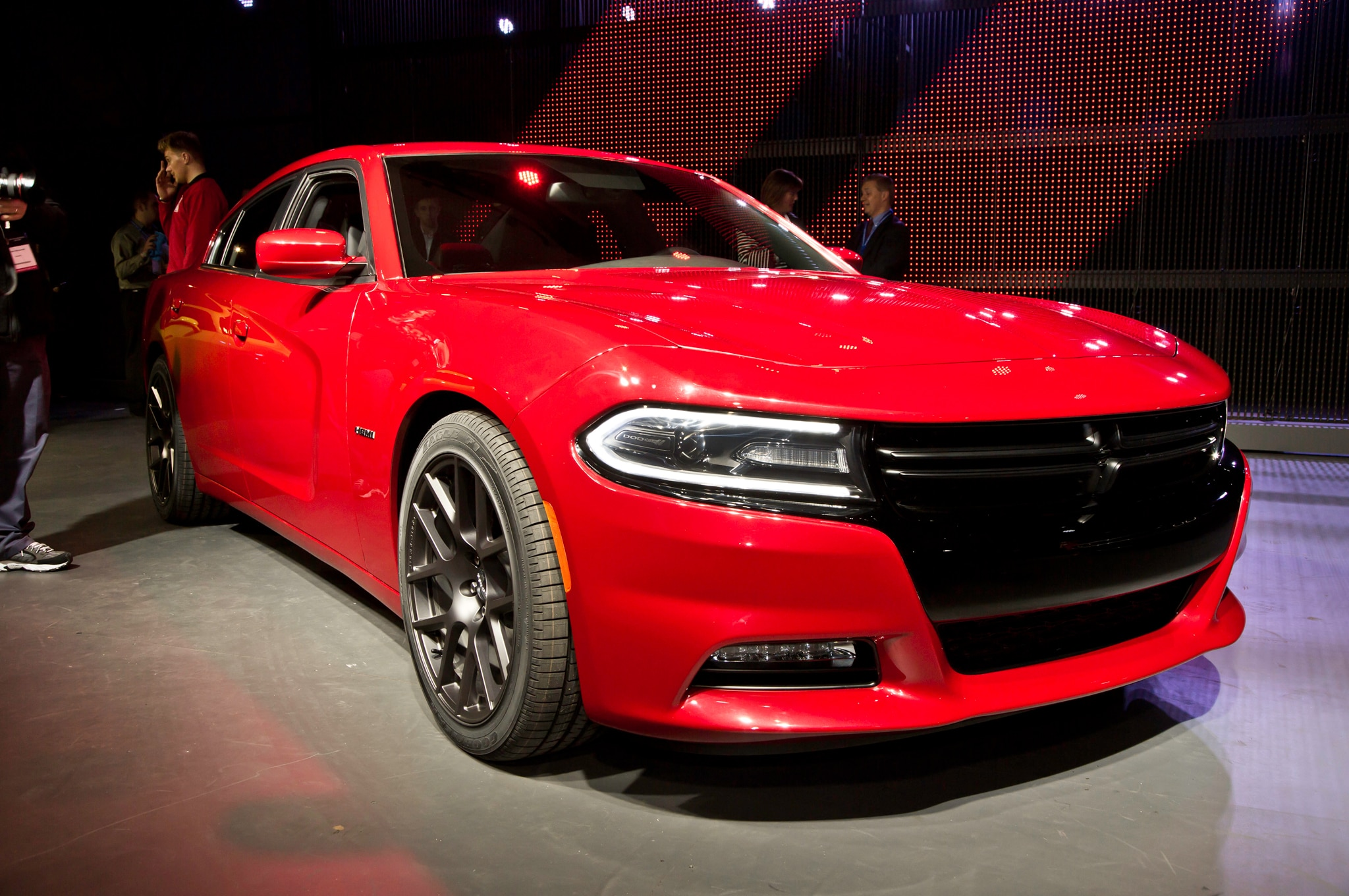 2015 Dodge Charger RT Front Three Quarters1