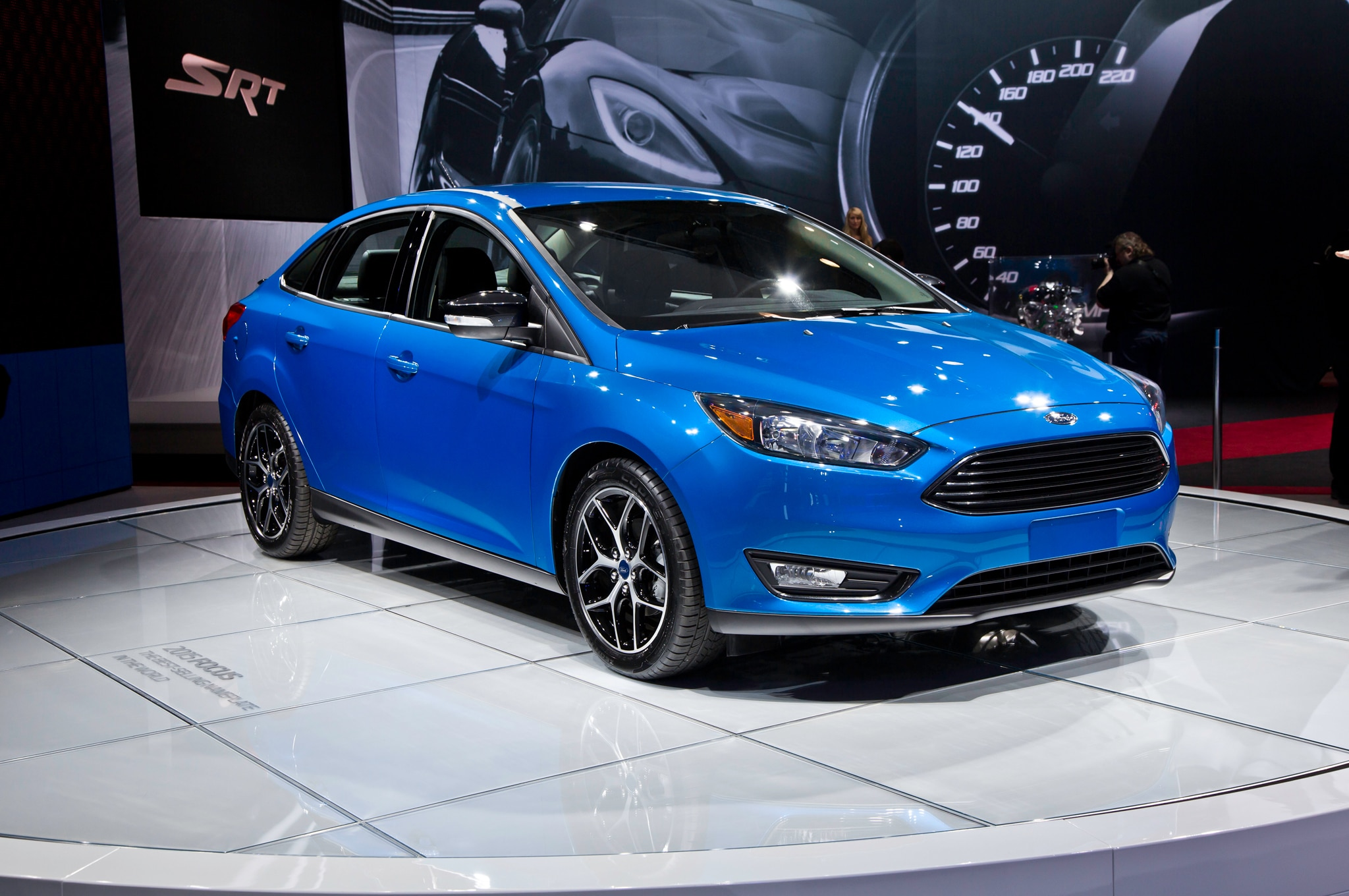 2015 Ford Focus Front Three Quarters1