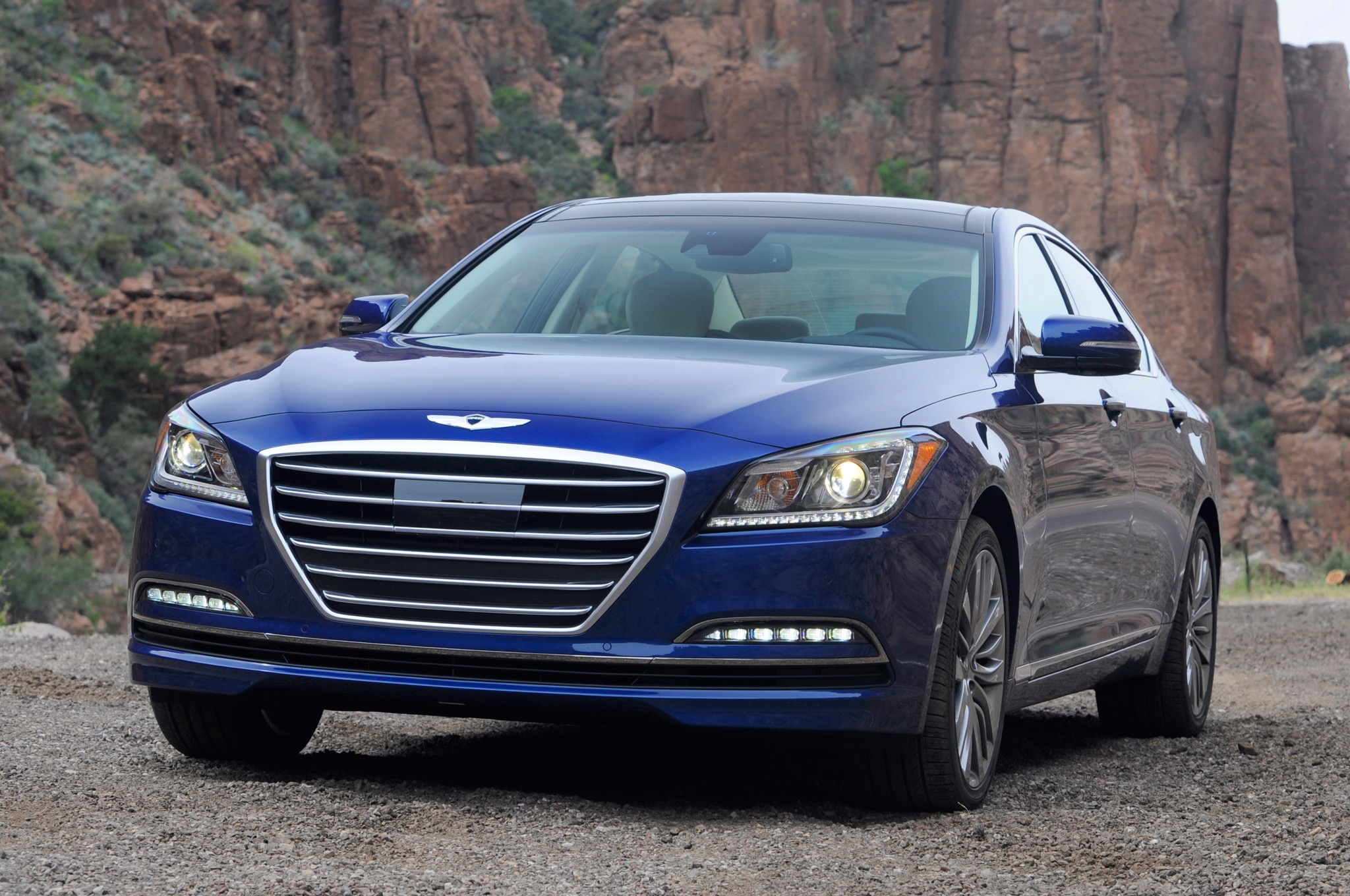 2015 Hyundai Genesis Sedan Front View Parked1