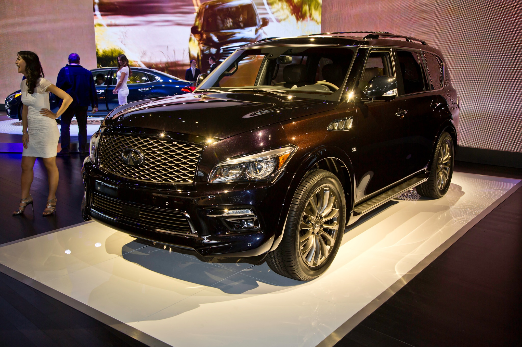 2015 Infiniti QX80 Refreshed in New York - Automobile Magazine