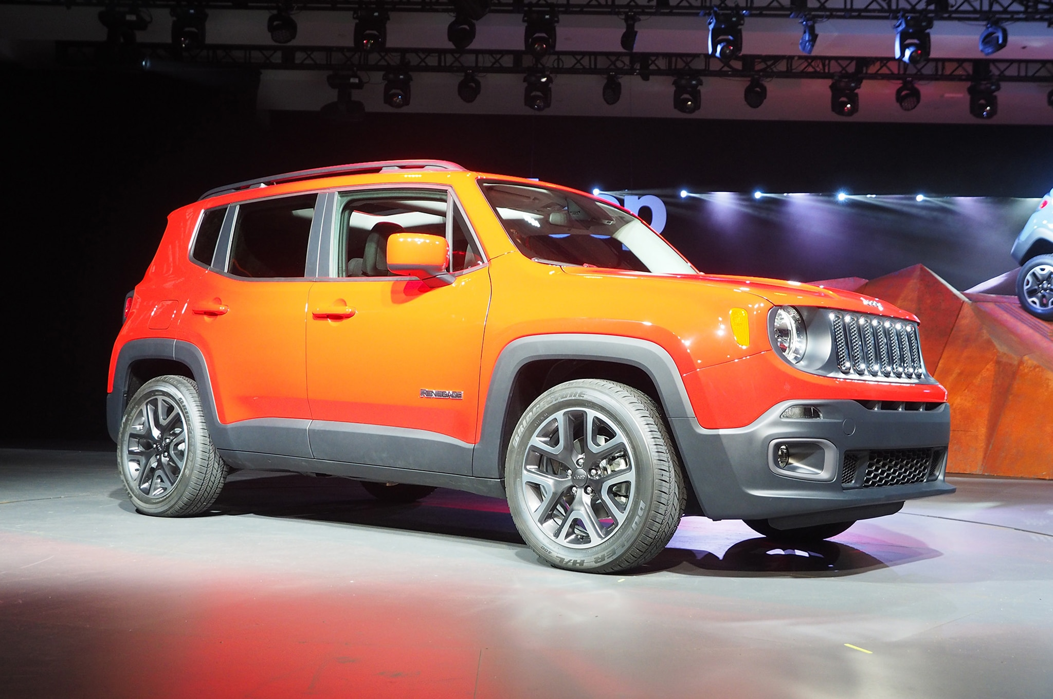 2015 Jeep Renegade Front View2