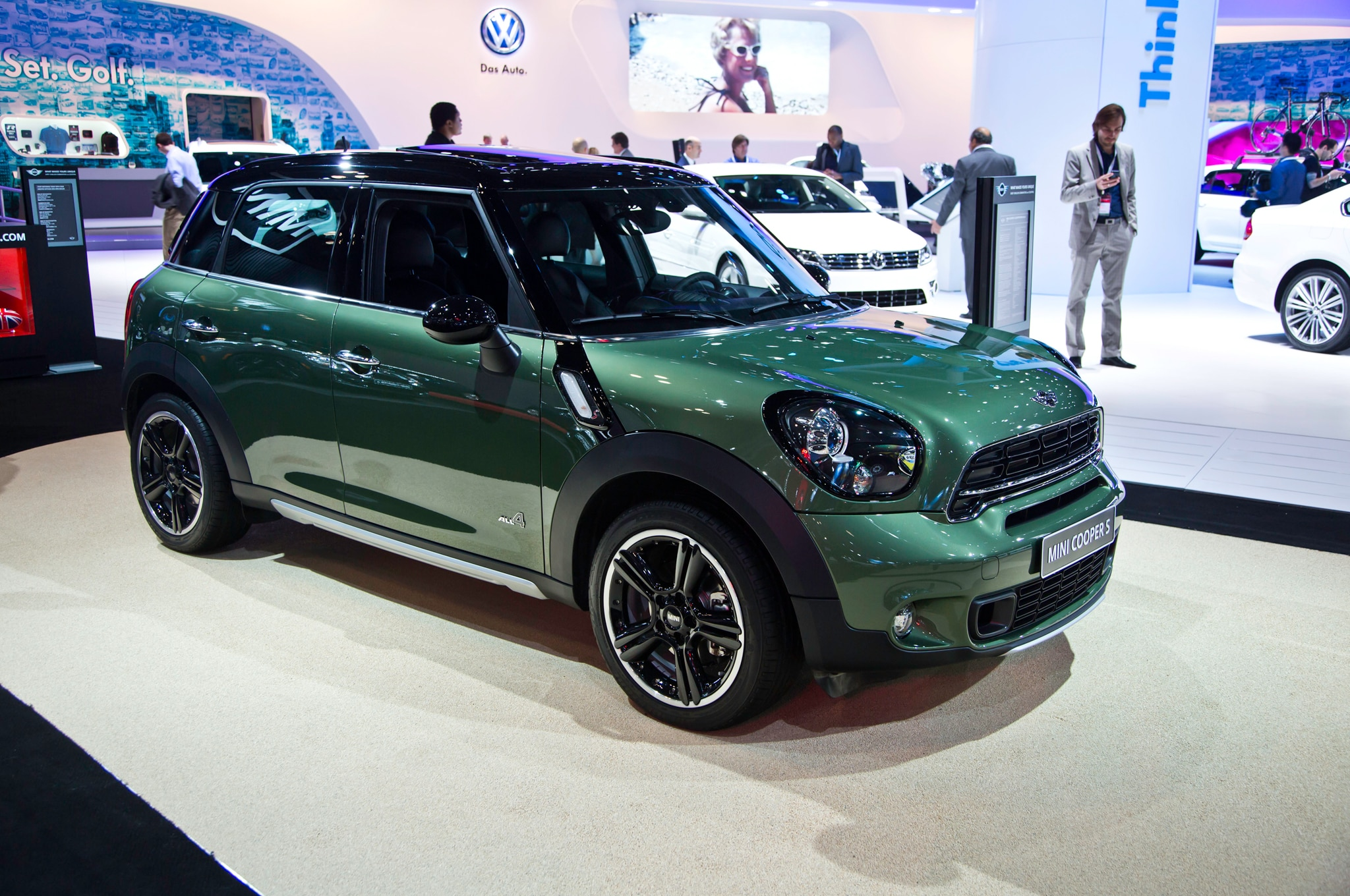 2015 mini countryman refreshed for new york automobile magazine. Black Bedroom Furniture Sets. Home Design Ideas