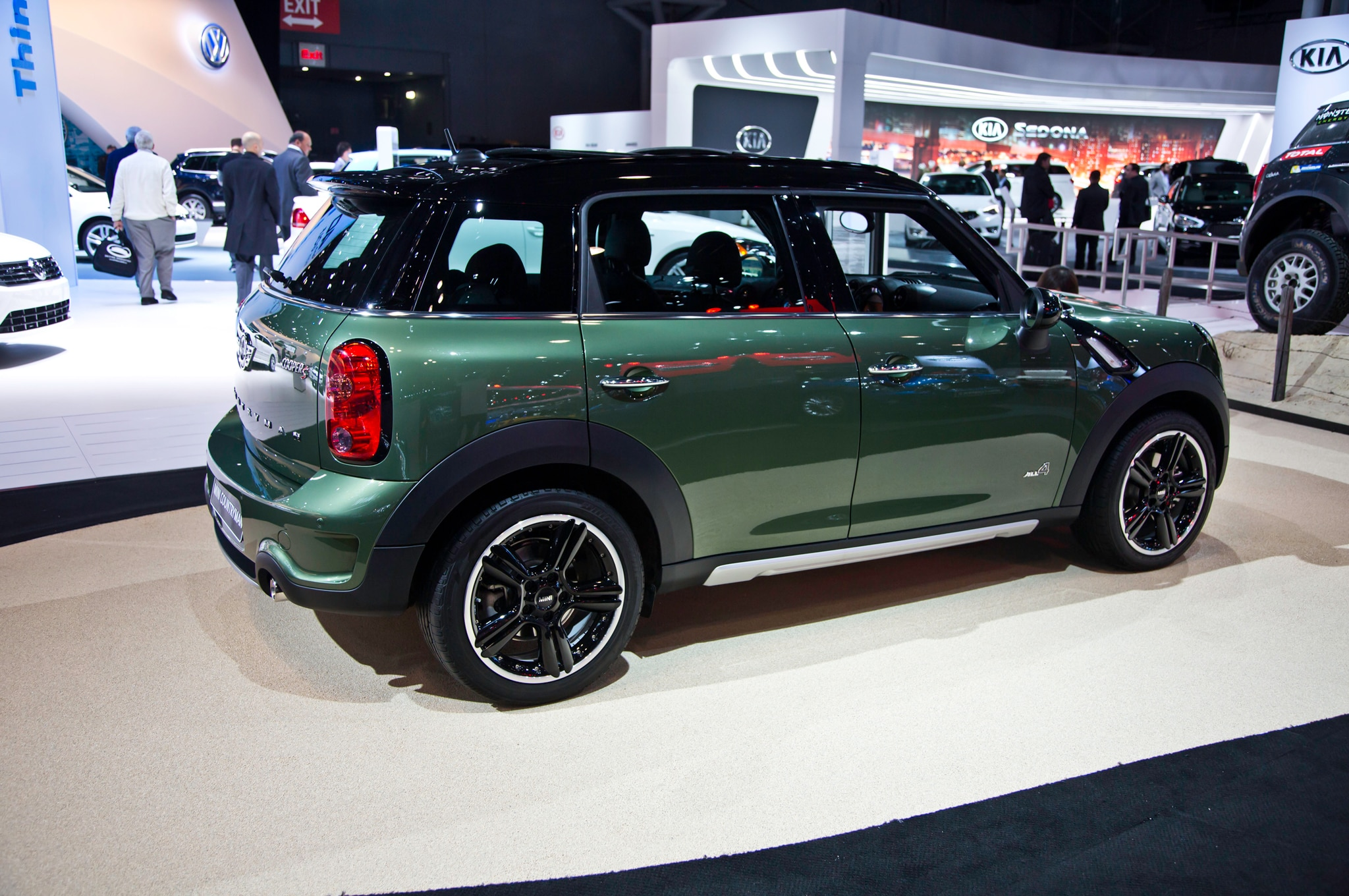 2015 mini countryman refreshed for new york automobile. Black Bedroom Furniture Sets. Home Design Ideas