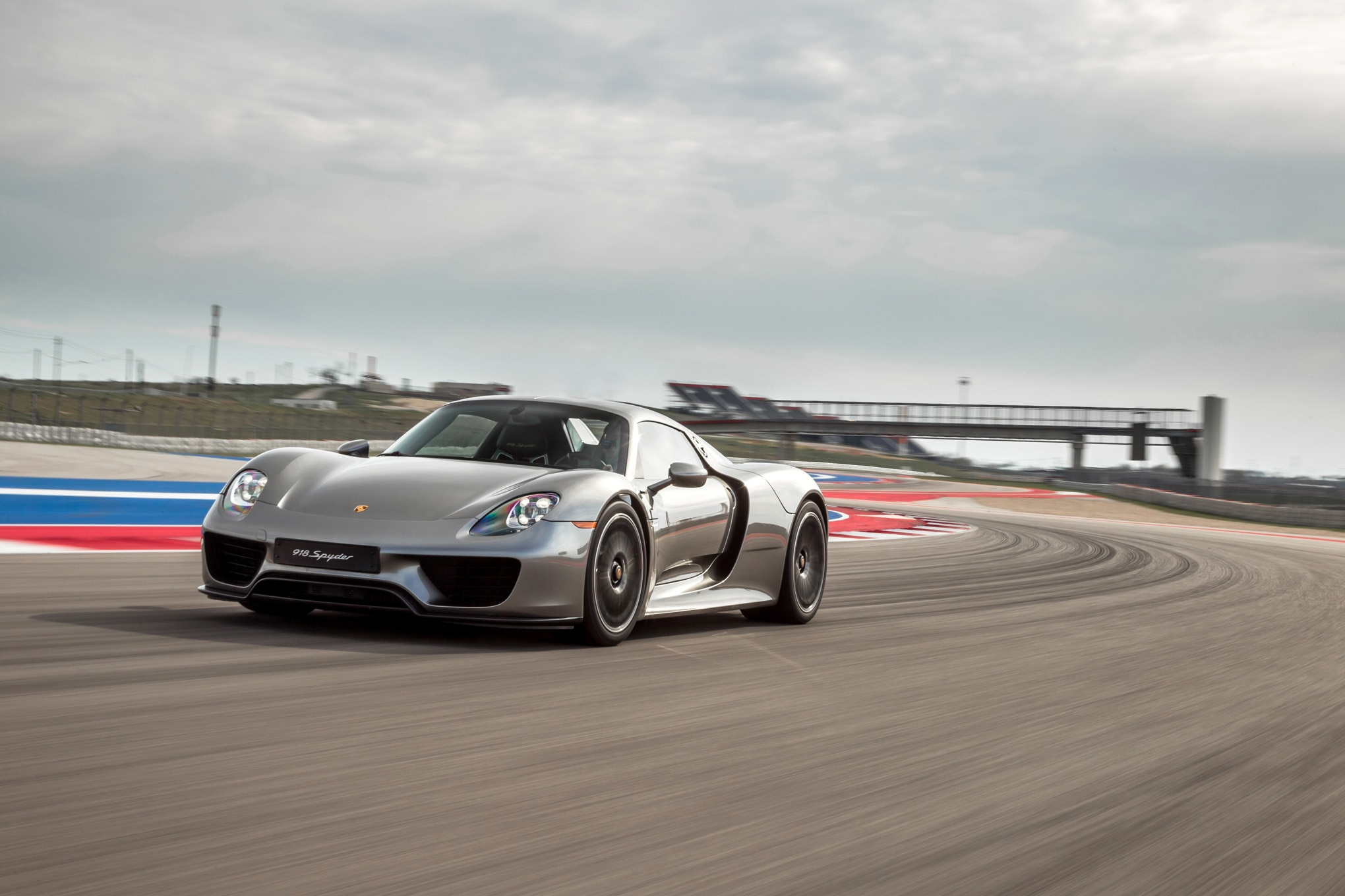 2015 porsche 918 spyder front three quarter in motion 02 - Porsche 918 Spyder 2015