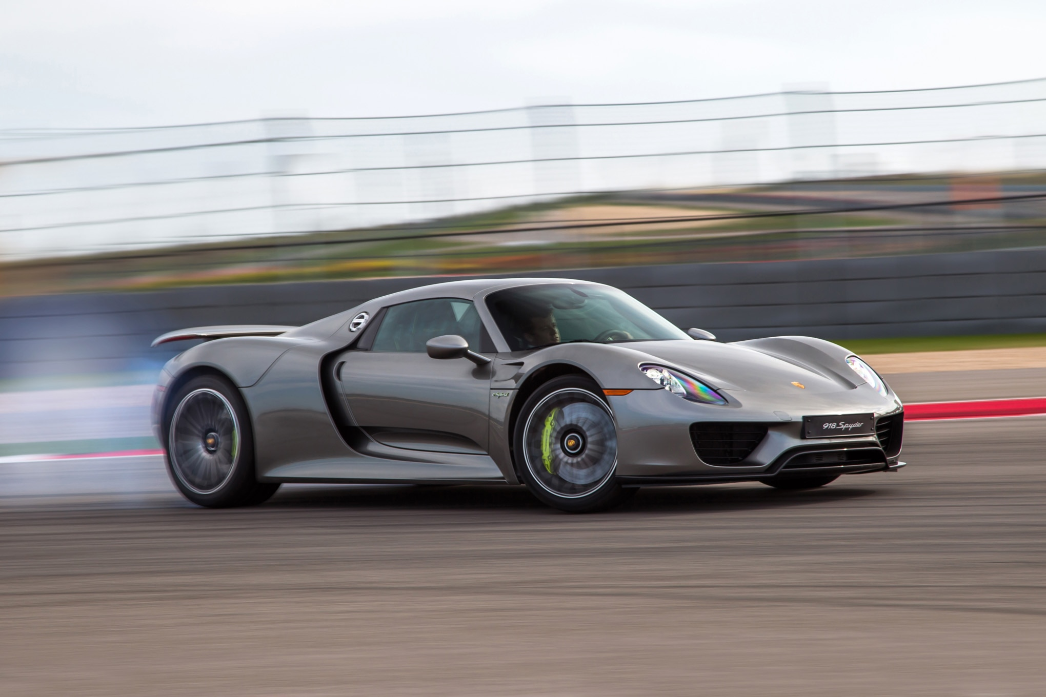 2015 Porsche 918 Spyder Front Three Quarter In Motion 032