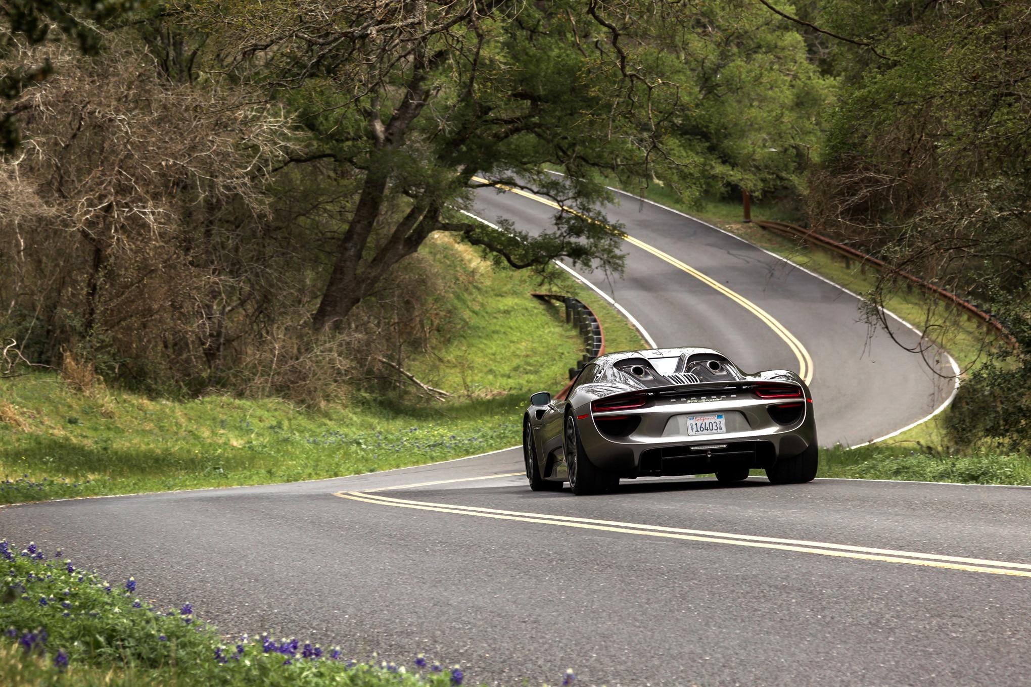2015-Porsche-918-Spyder-rear-end-in-motion Remarkable Porsche 918 Spyder On the Road Cars Trend