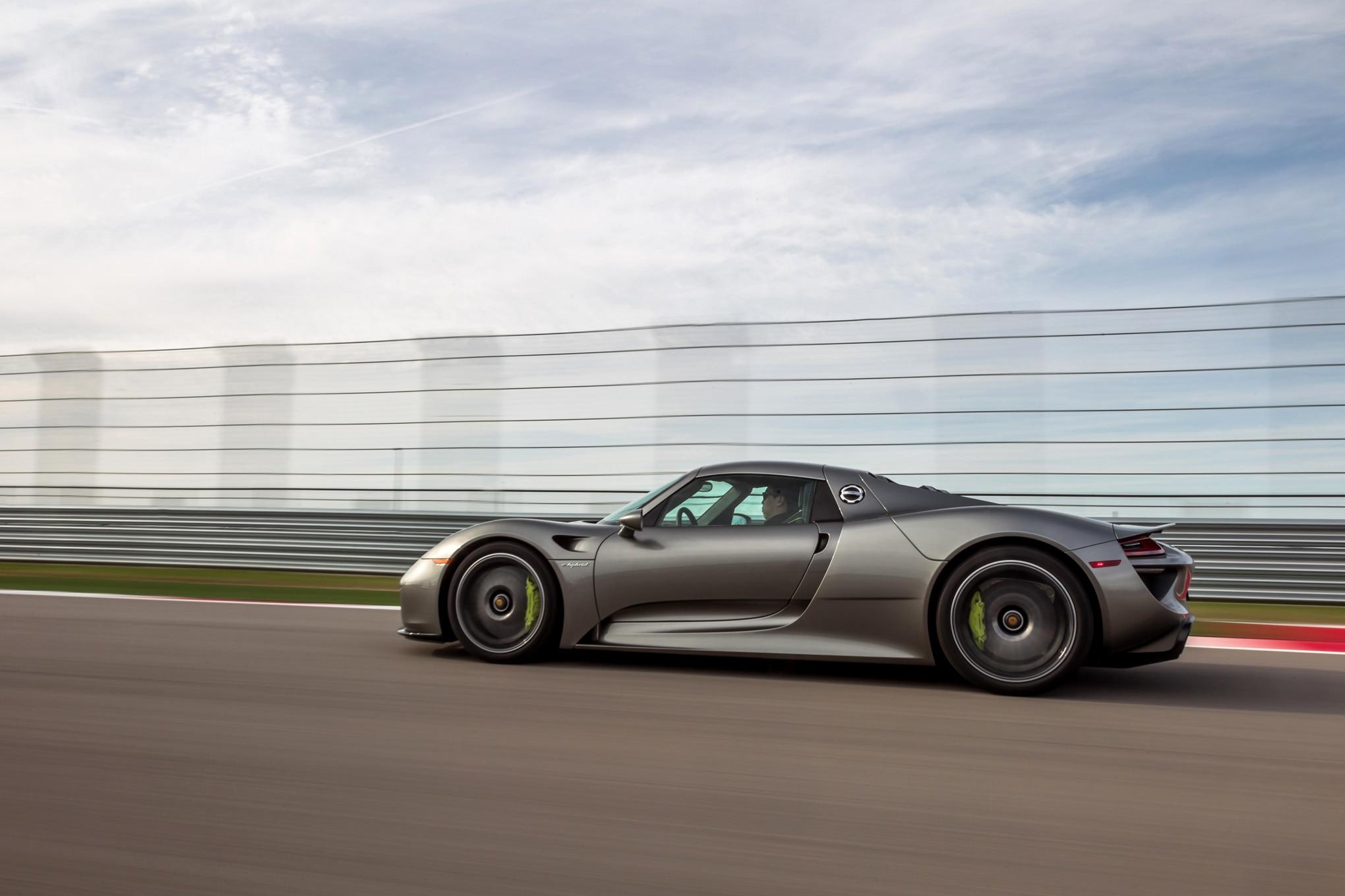 2015-Porsche-918-Spyder-side-profile-in-motion Gorgeous Porsche 918 Spyder High-performance Concept Cars Trend