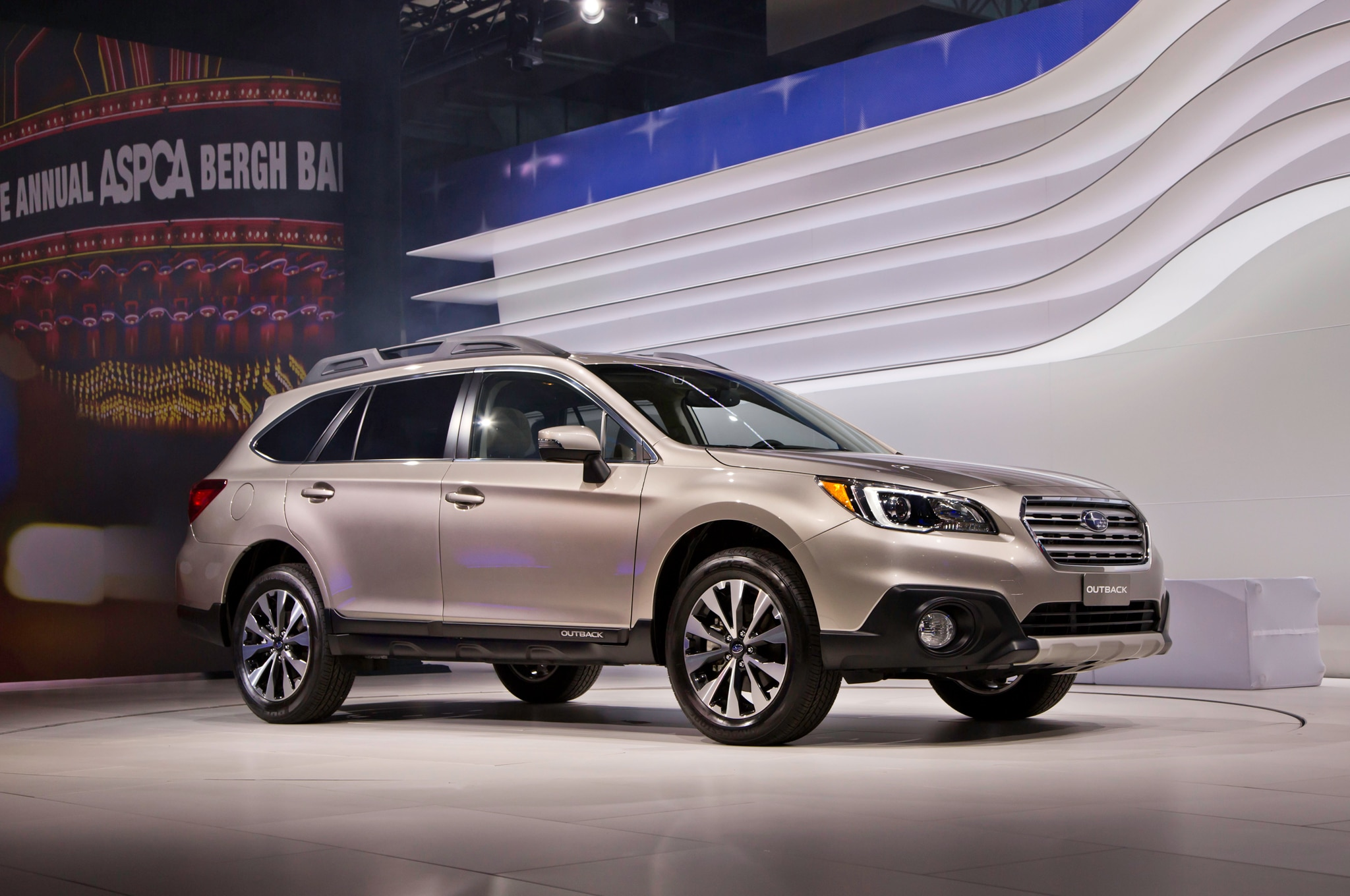 2015 Subaru Outback Front Three Quarters 021