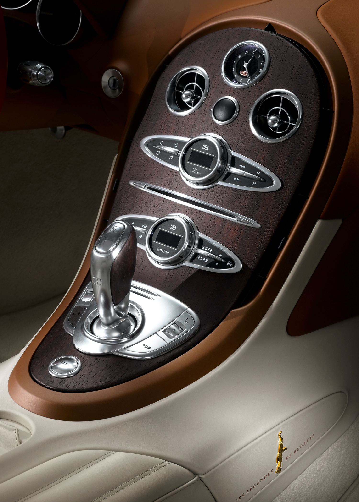 bugatti veyron black bess to appear at beijing show automobile. Black Bedroom Furniture Sets. Home Design Ideas