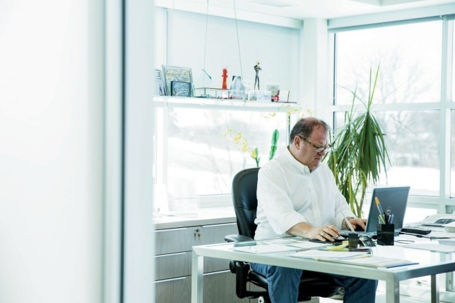 Chip Ganassi At Desk 660x440