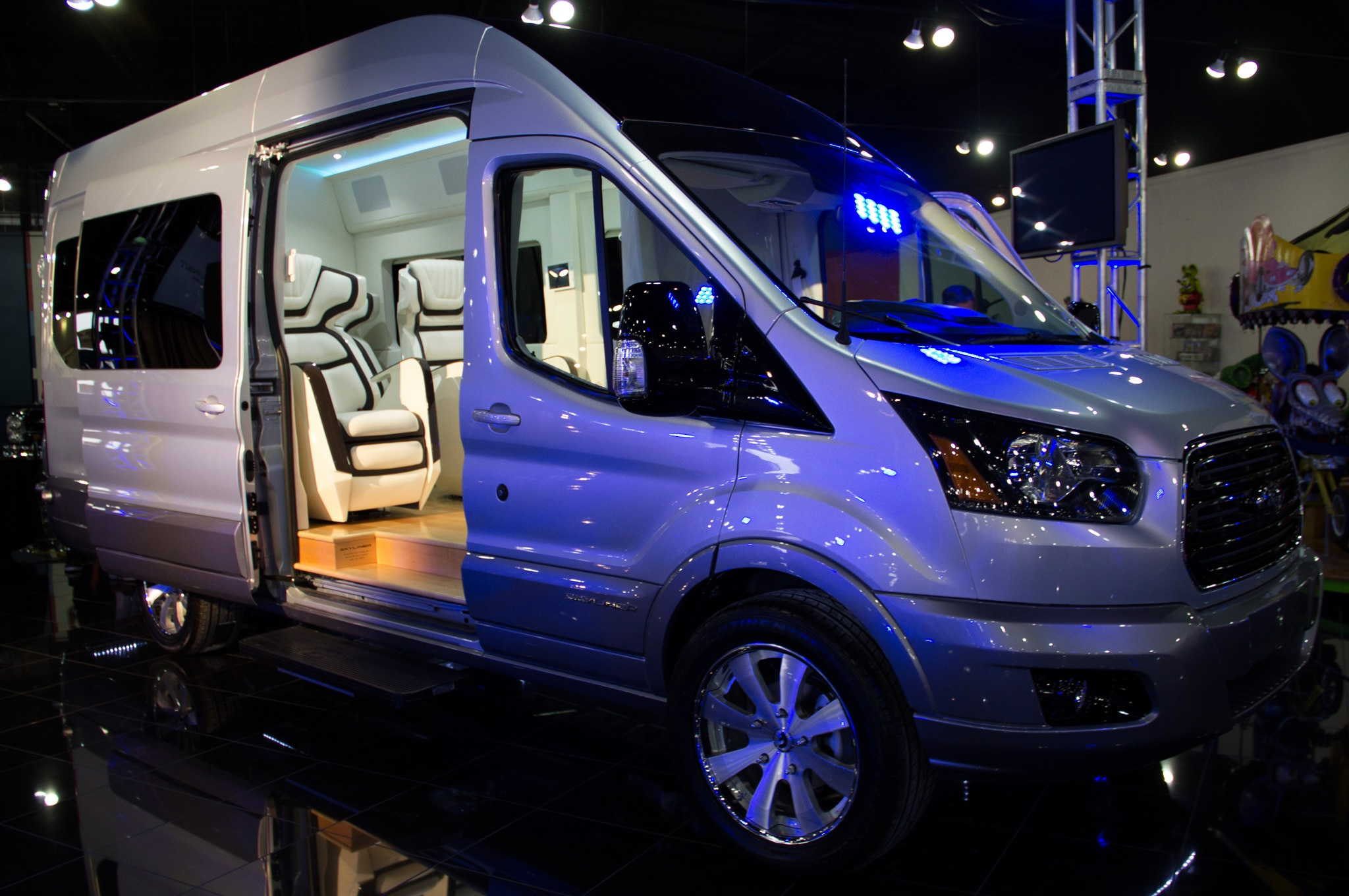 Ford Transit Skyliner Concept Front Side View1