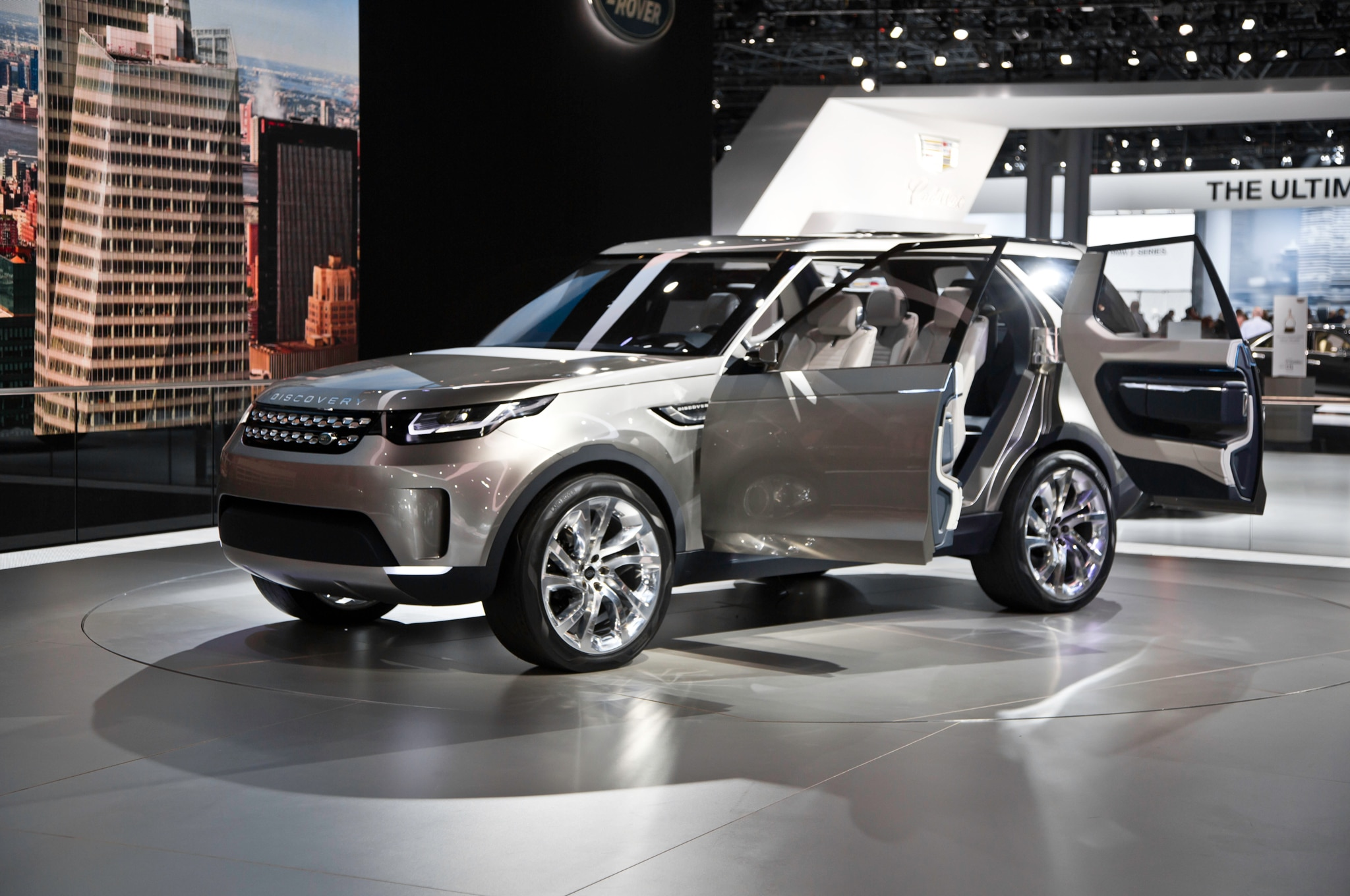 http://st.automobilemag.com/uploads/sites/11/2014/04/Land-Rover-Discovery-Vision-Concept-front-three-quarters.jpg