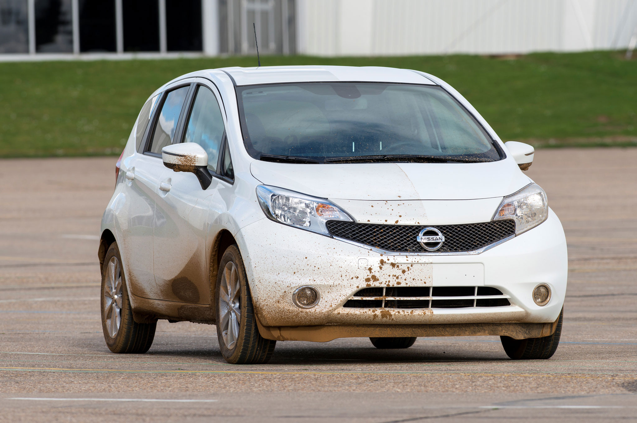 Nissan Demonstrates Dirt-Repellant Car Paint - Automobile ...