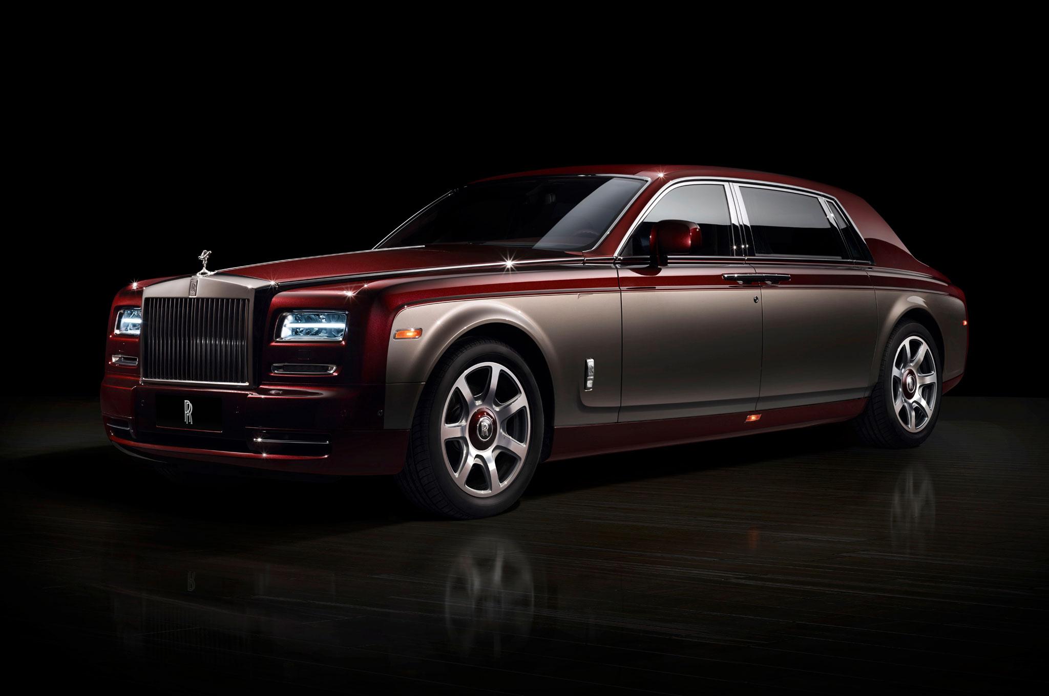 Rolls Royce Phantom Pinnacle Travel Front Side Studio View1