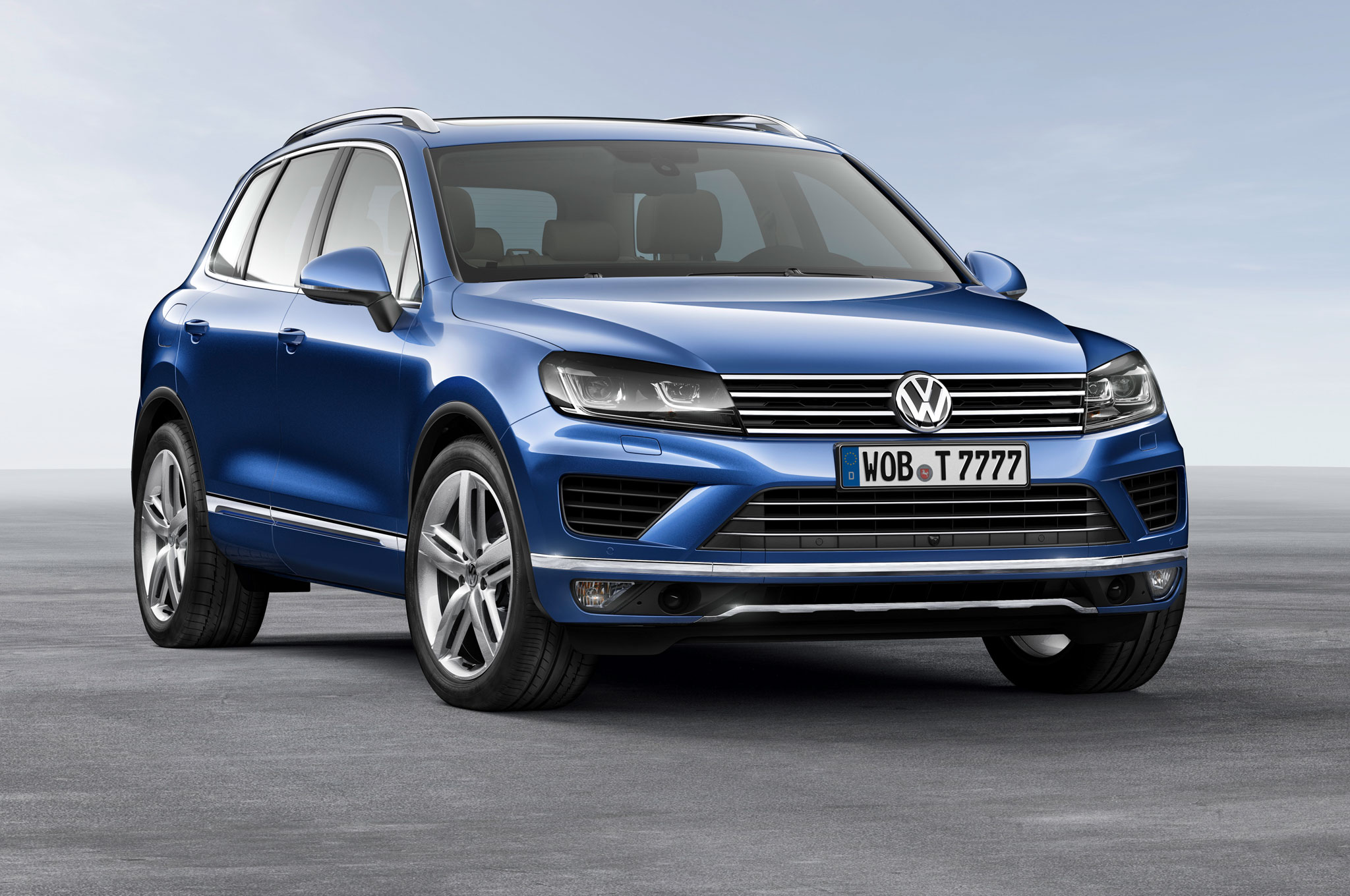 Volkswagen Touareg 2014 Beijing Auto Show Front Side View1