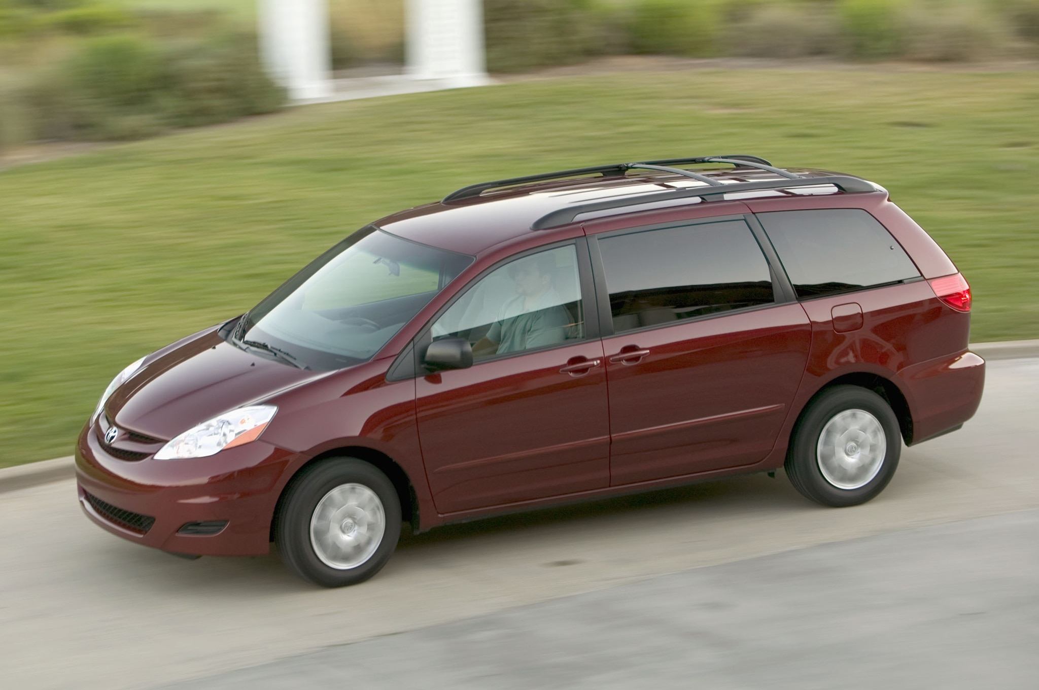 2008 Toyota Sienna Front Three Quarter1
