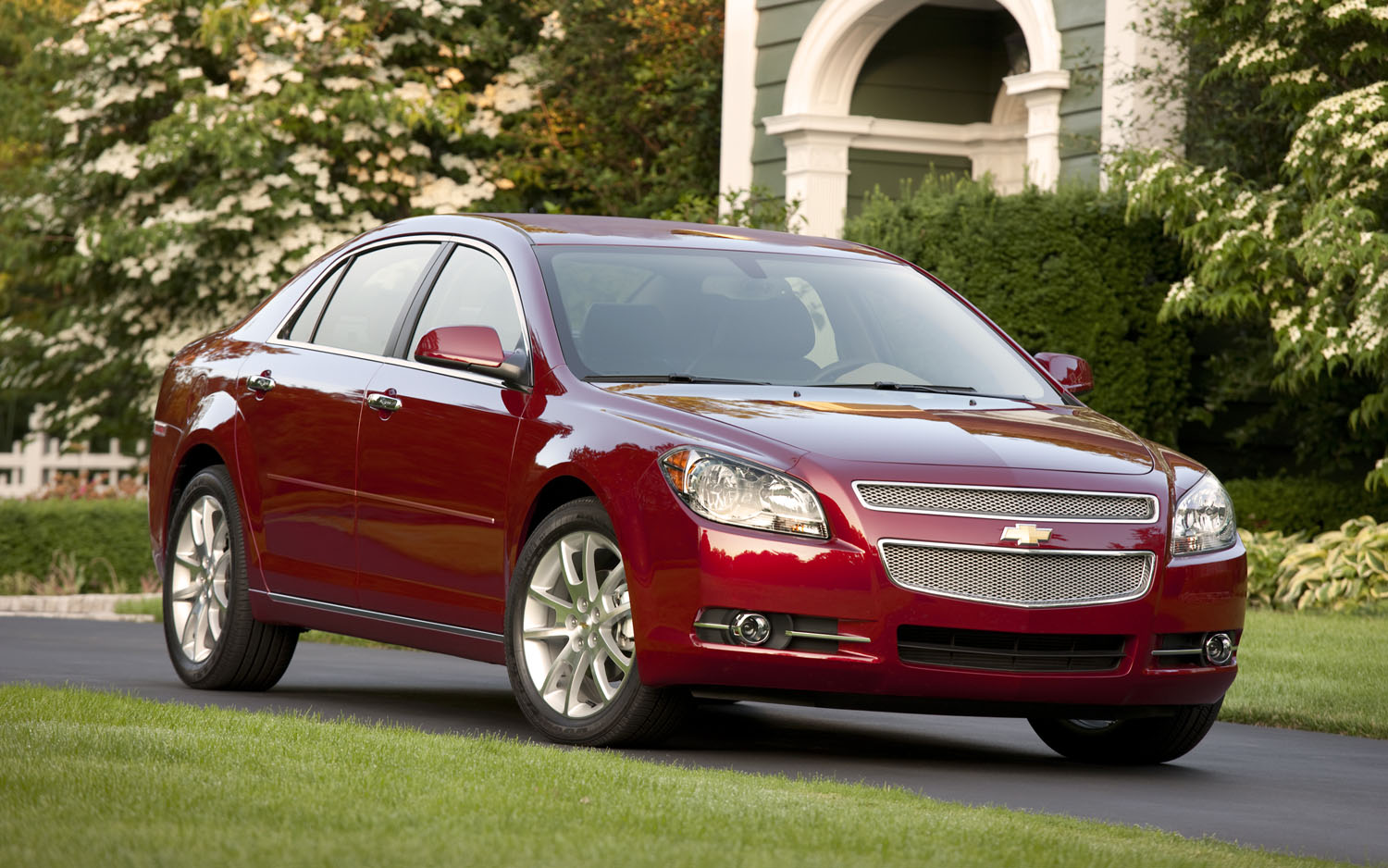 2012 Chevrolet Malibu Ltz Front Right Angle1