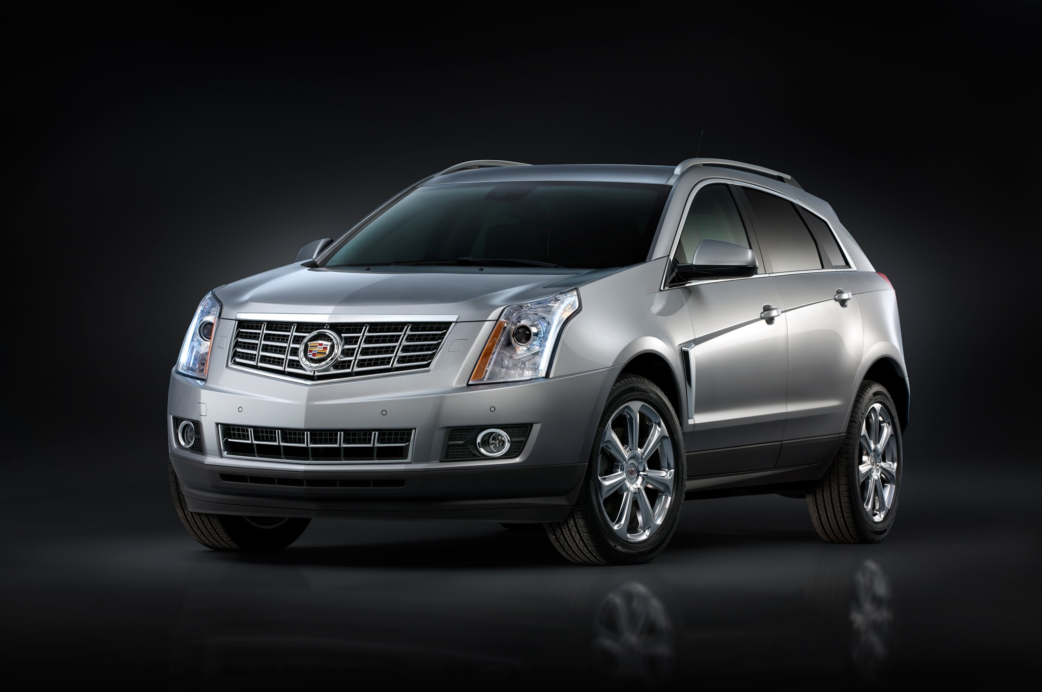 2013 Cadillac SRX Front Three Quarters View1