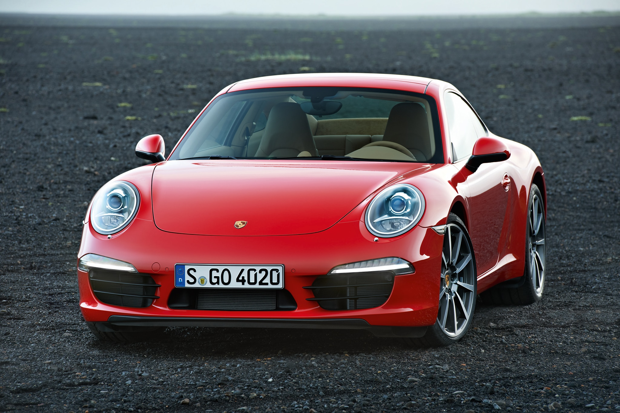 2013 Porsche 911 Carrera Coupe Front Three Quarters View1