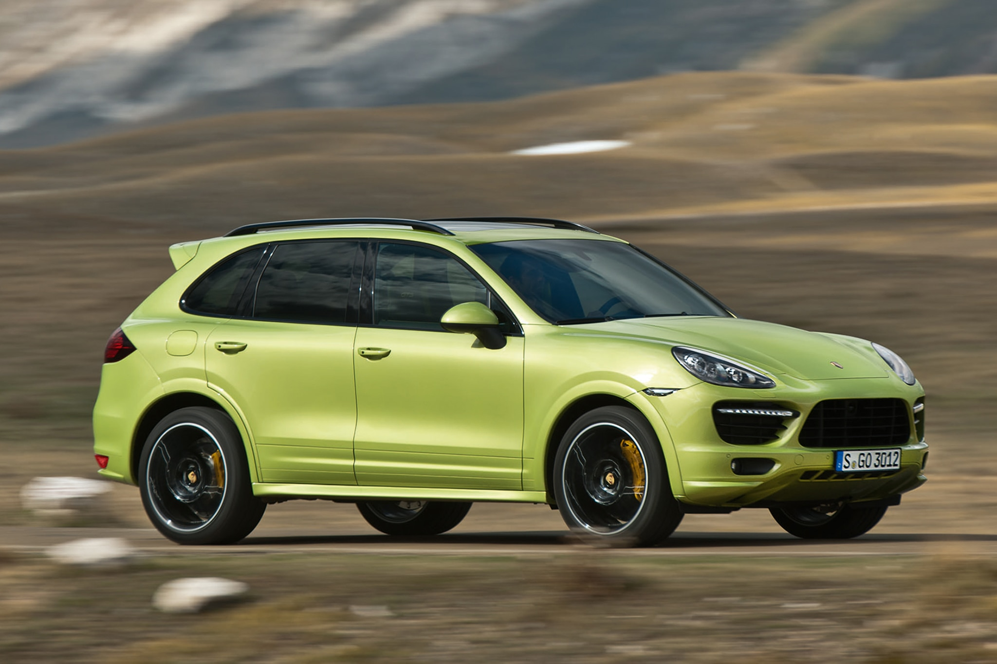 2013 Porsche Cayenne GTS Three Quarters1