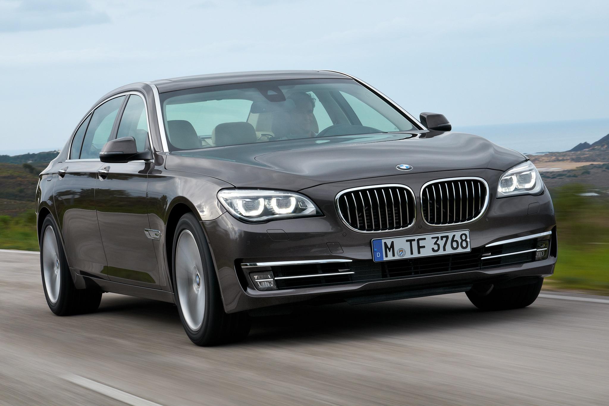 2014 BMW 7 Series Passengers Three Quarters In Motion1