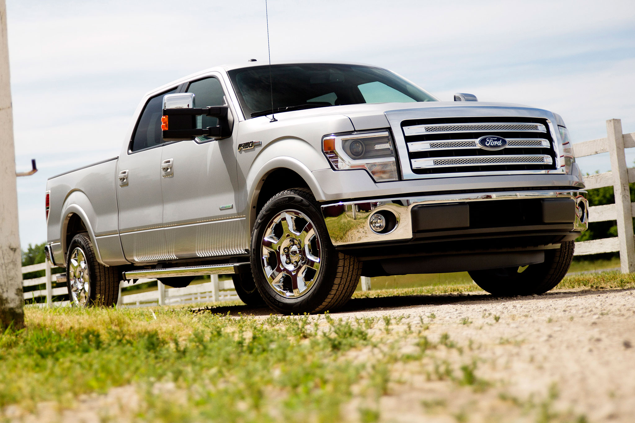 2014 Ford F 150 Lariat Front Passsengers Side Low1
