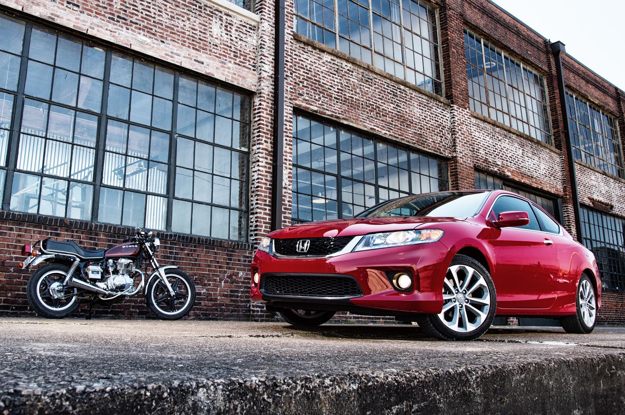 2014 Honda Accord Coupe Front Three Quarters LEAD1