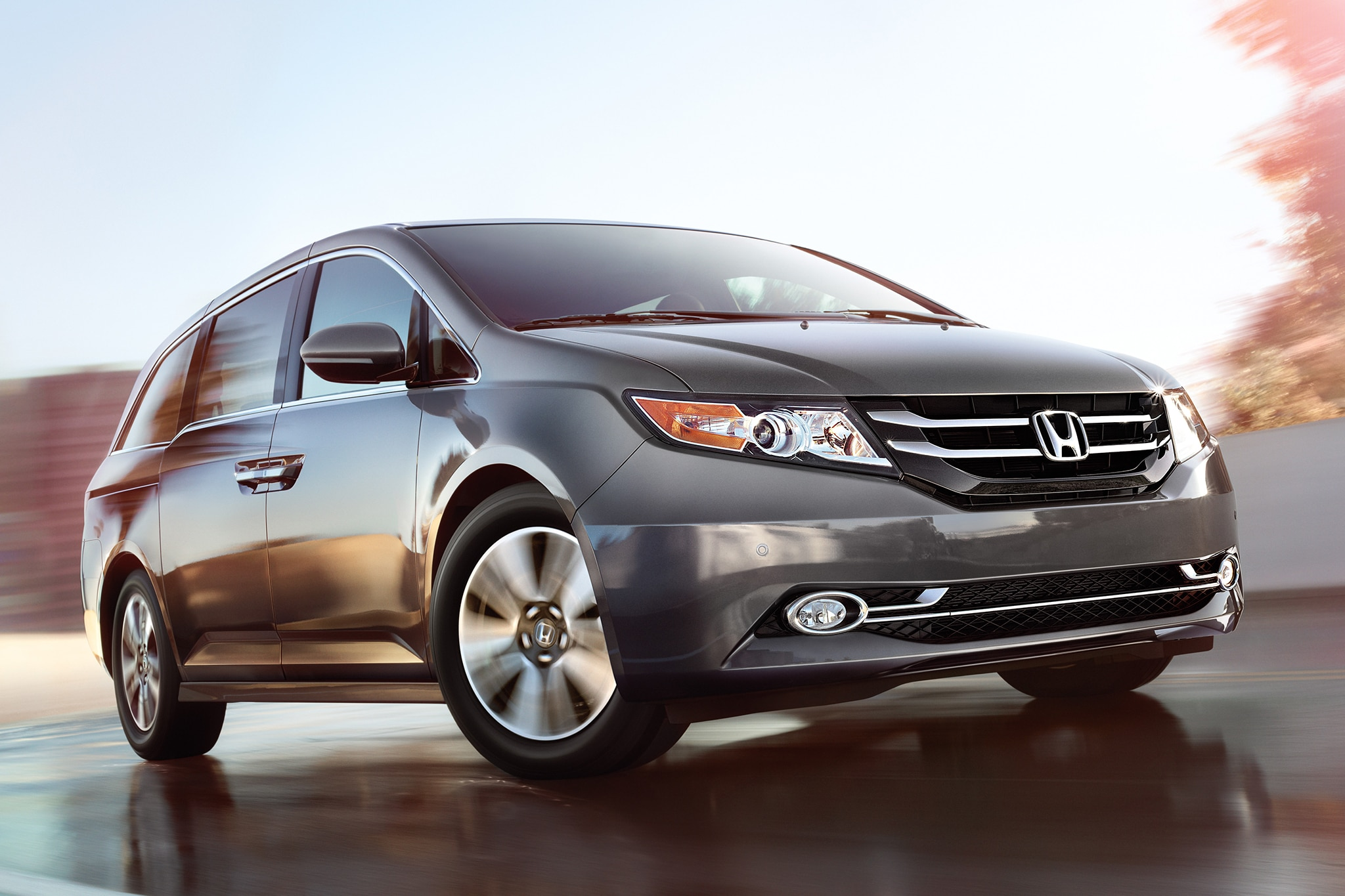 2014 Honda Odyssey Three Quarters View 11
