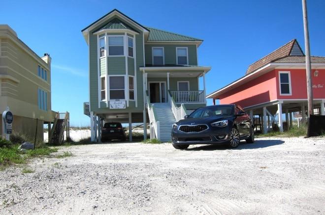 2014 Kia Cadenza Front With House 021 660x438