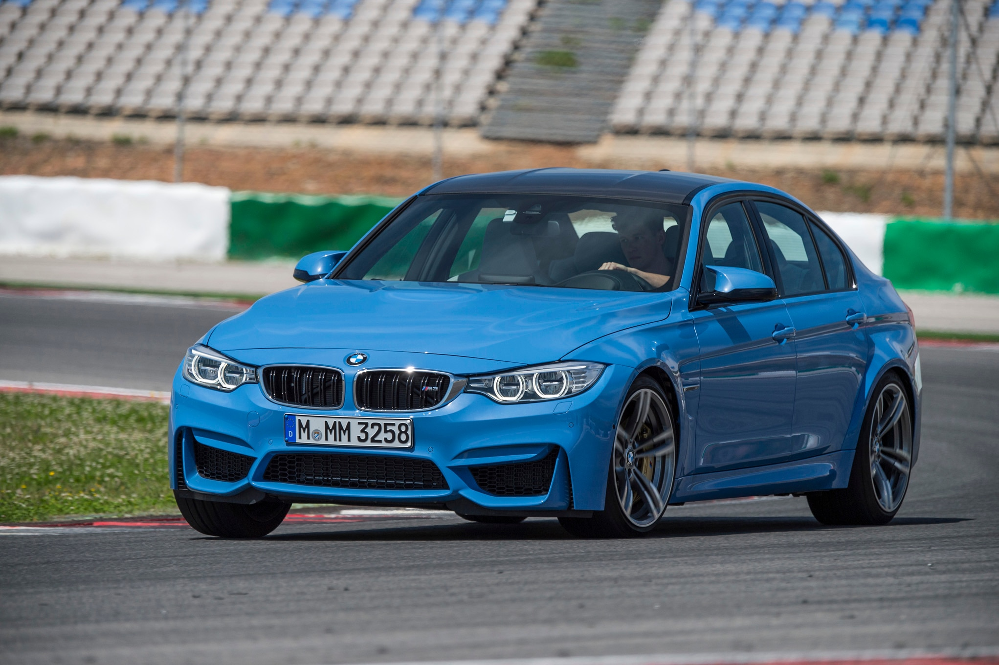 2015 BMW M3 Sedan Front Three Quarter Turn1