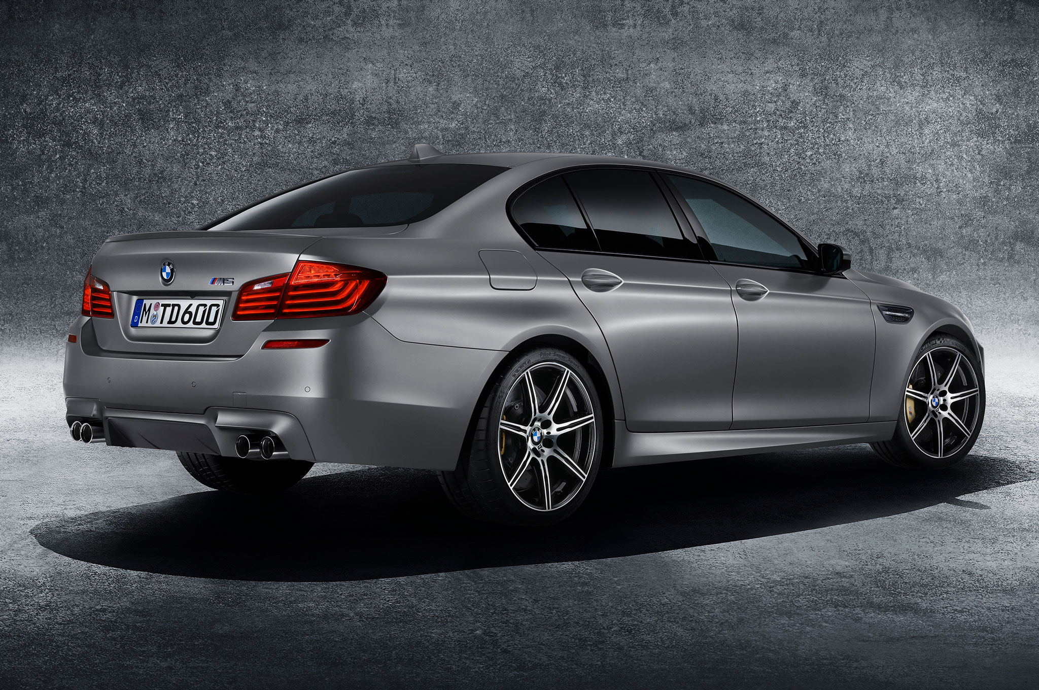 2015 bmw m5 30th anniversary edition packs 600 hp automobile. Black Bedroom Furniture Sets. Home Design Ideas