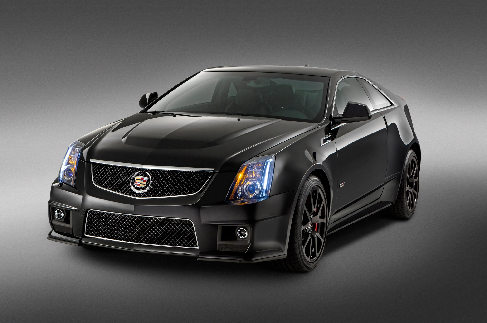 2015 Cadillac CTS V Coupe Front Three Quarters1
