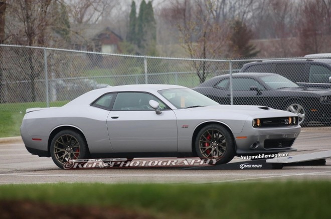 2015 Dodge Challenger Hellcat Spied 02 Side1 660x438