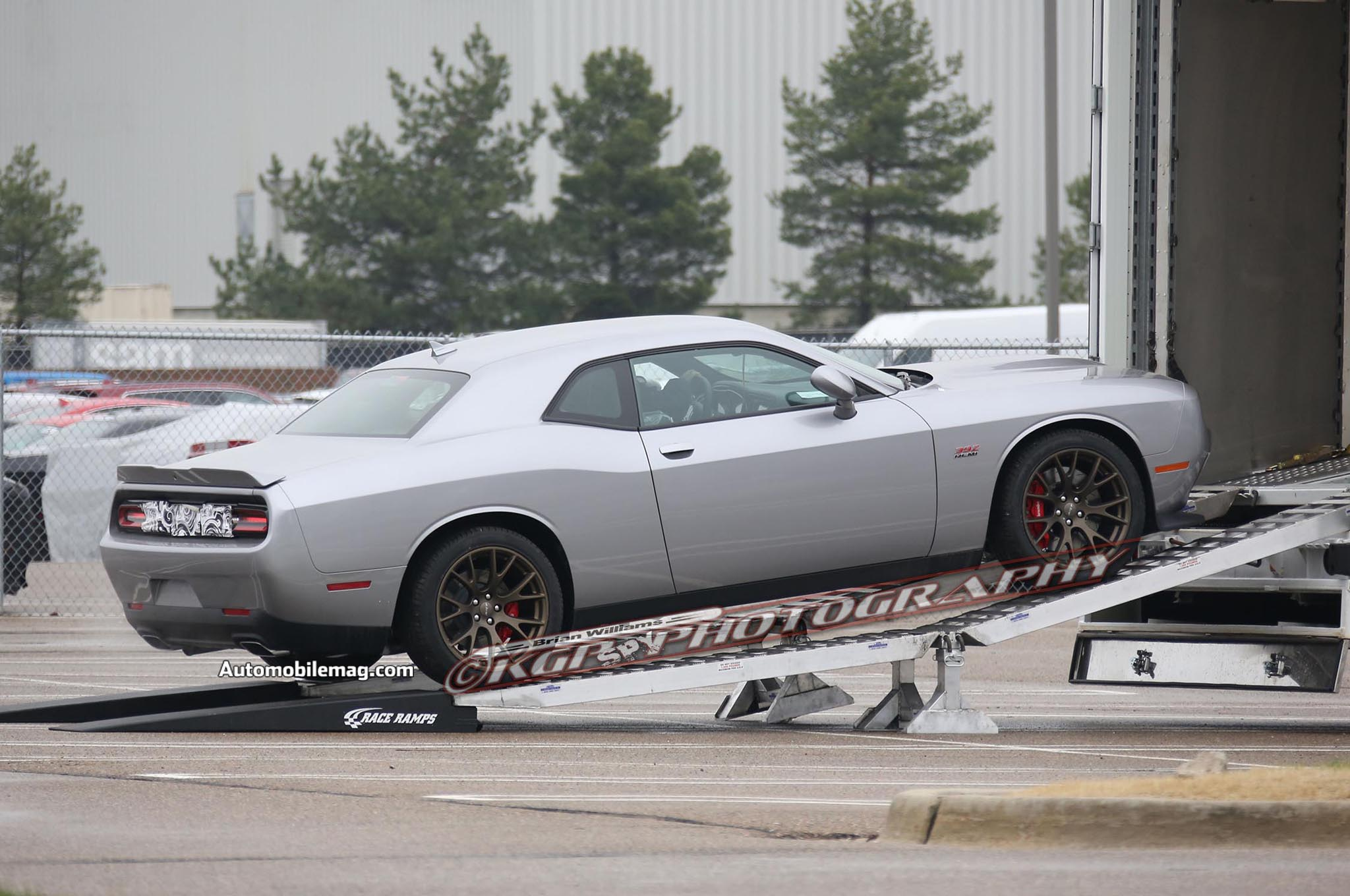 2015 dodge challenger hellcat prototype spied automobile. Black Bedroom Furniture Sets. Home Design Ideas
