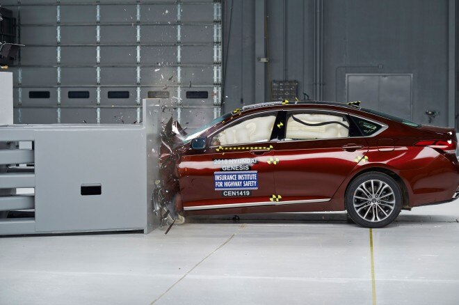 2015 Hyundai Genesis Sedan IIHS During Testing1 660x438