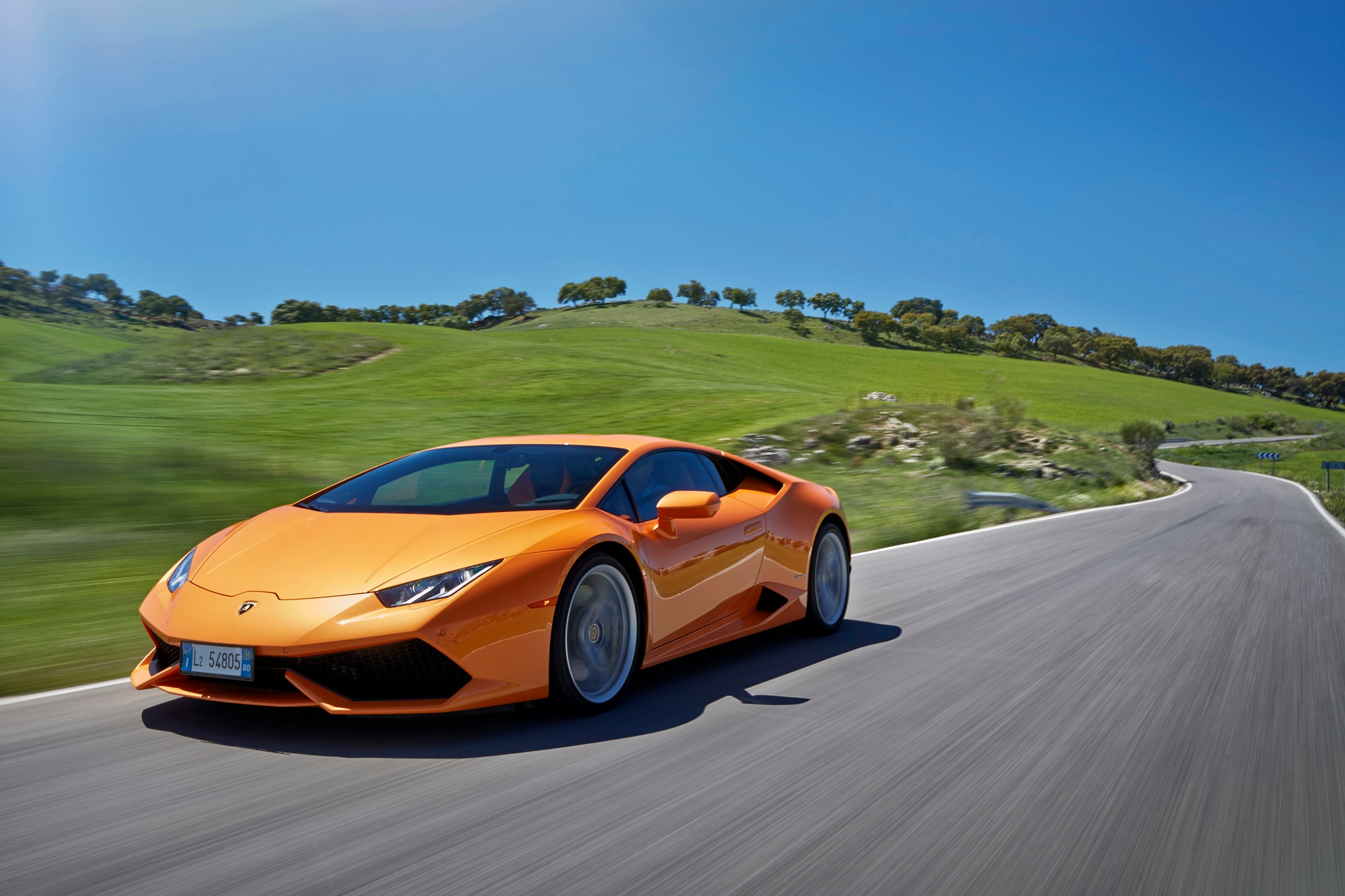 2015 Lamborghini Huracan LP 610 4 Front Three Quarters In Motion 02