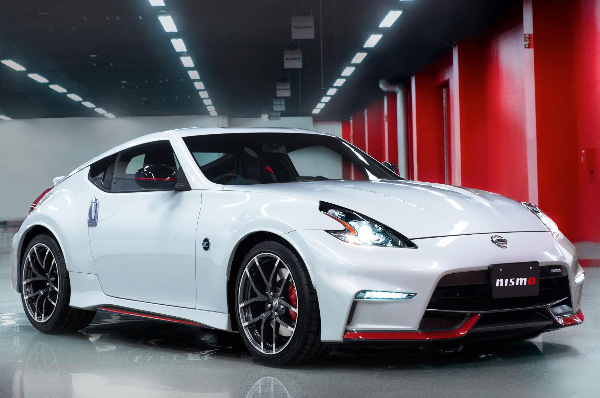 2015 Nissan 370Z NISMO Front Side View1