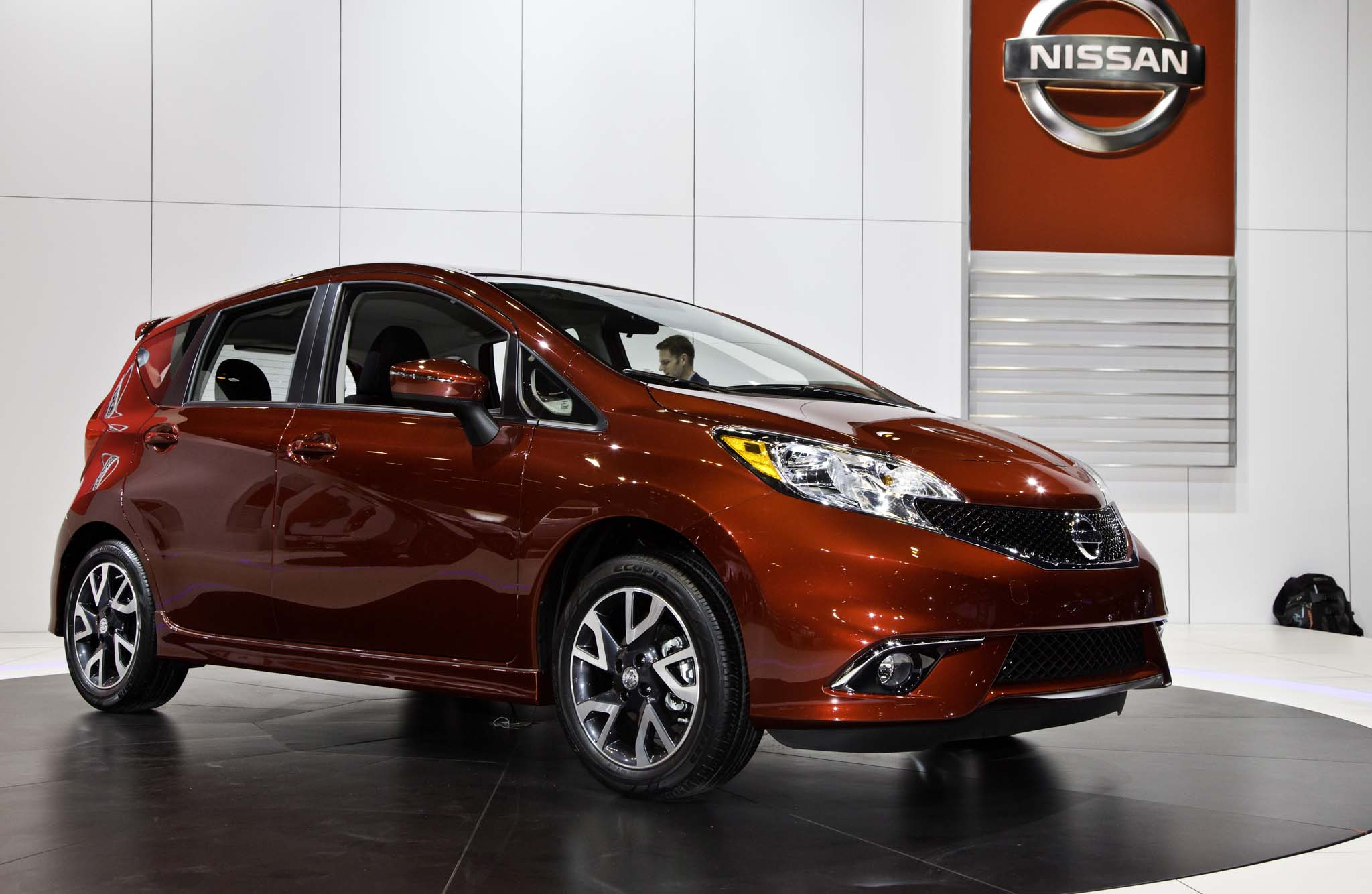 2015 nissan versa note starts at 14 990 sr from 18 340 automobile. Black Bedroom Furniture Sets. Home Design Ideas
