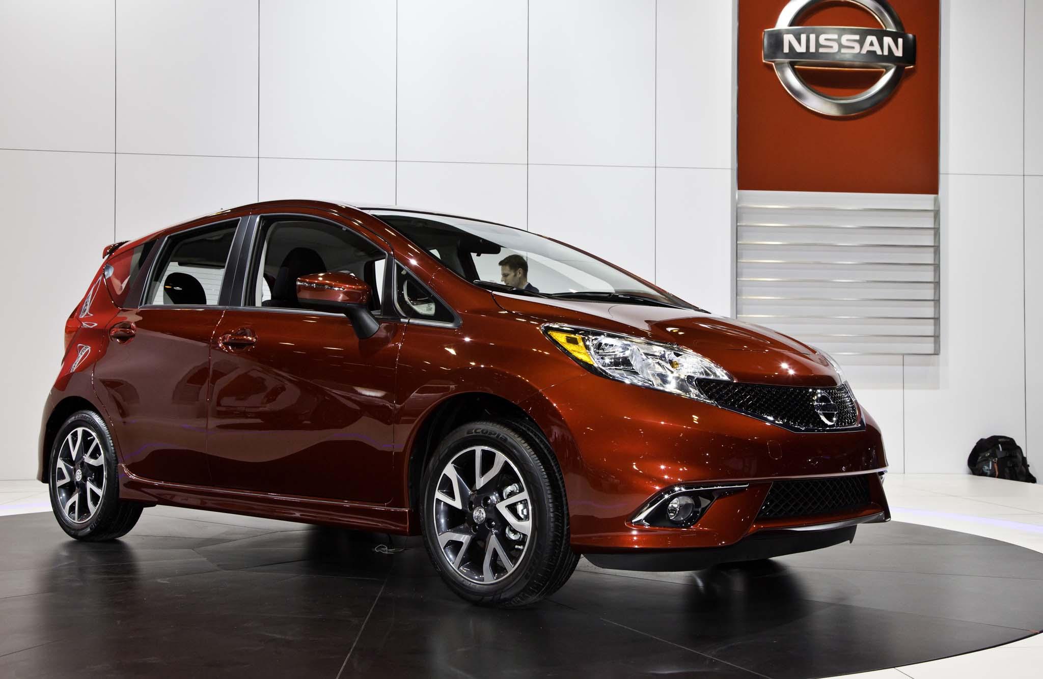 2015 Nissan Versa Note SR Front Three Quarter1