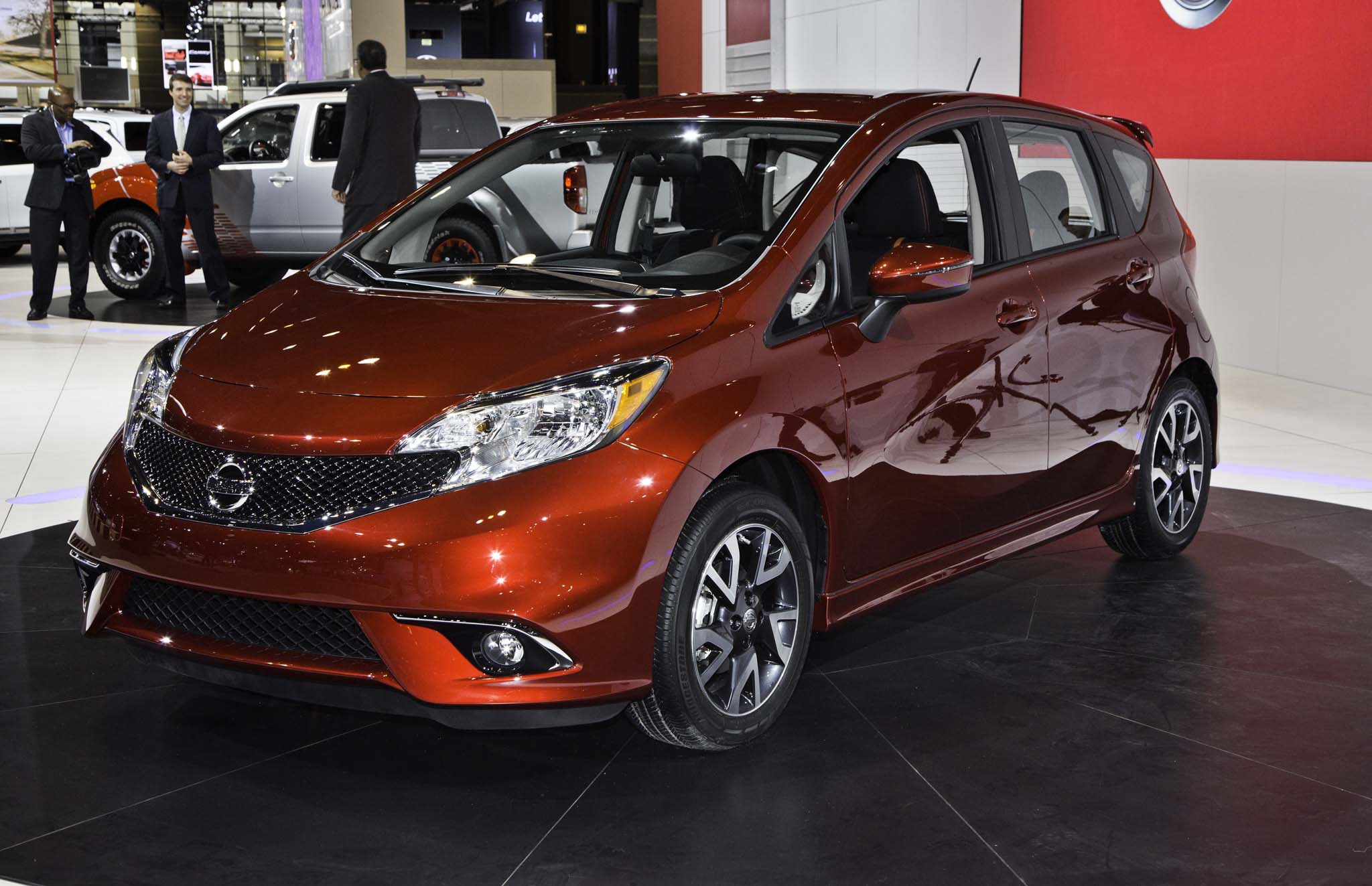2015 nissan versa note starts at 14 990 sr from 18 340. Black Bedroom Furniture Sets. Home Design Ideas