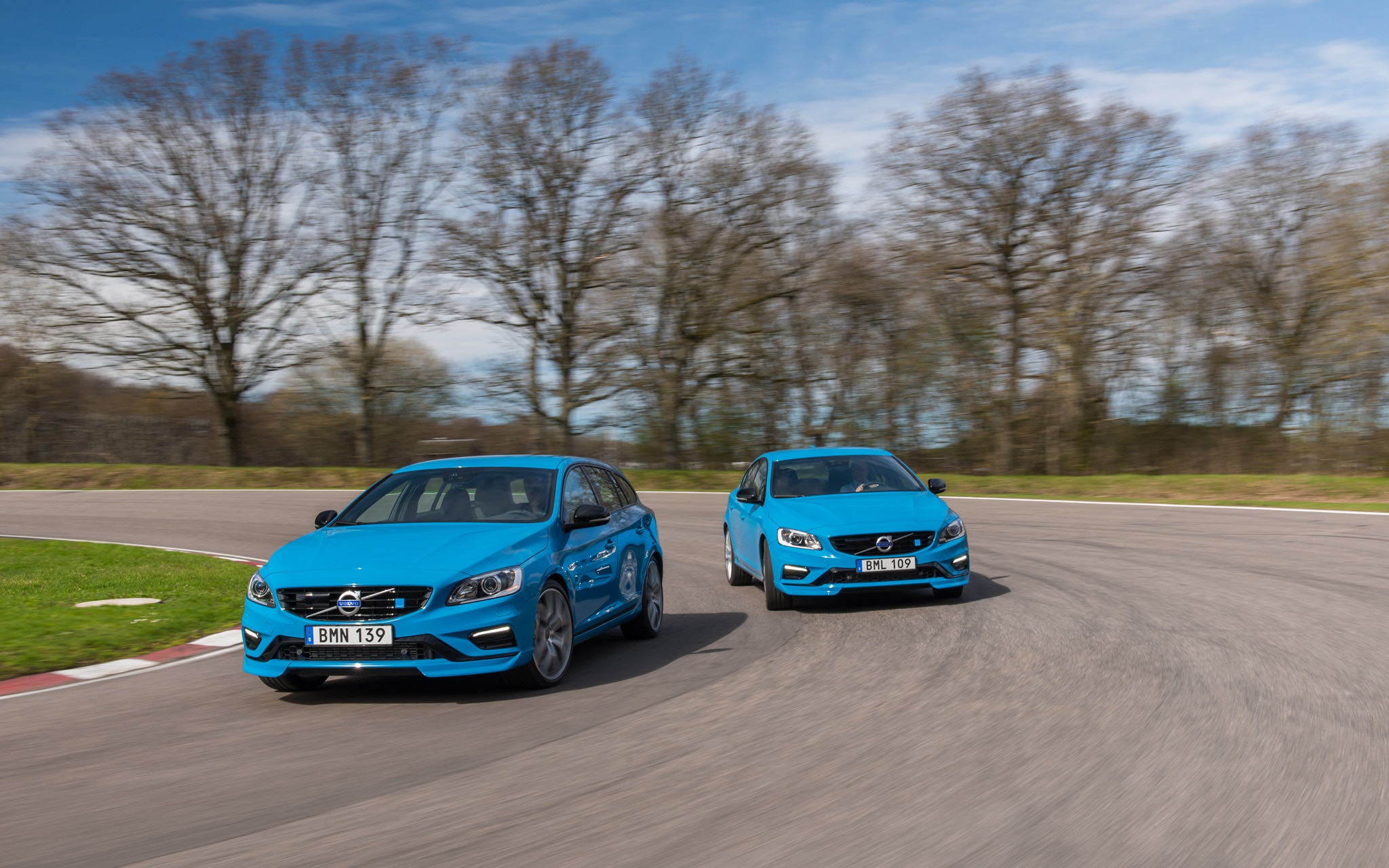 2015 Volvo S60 V60 Front End In Motion1