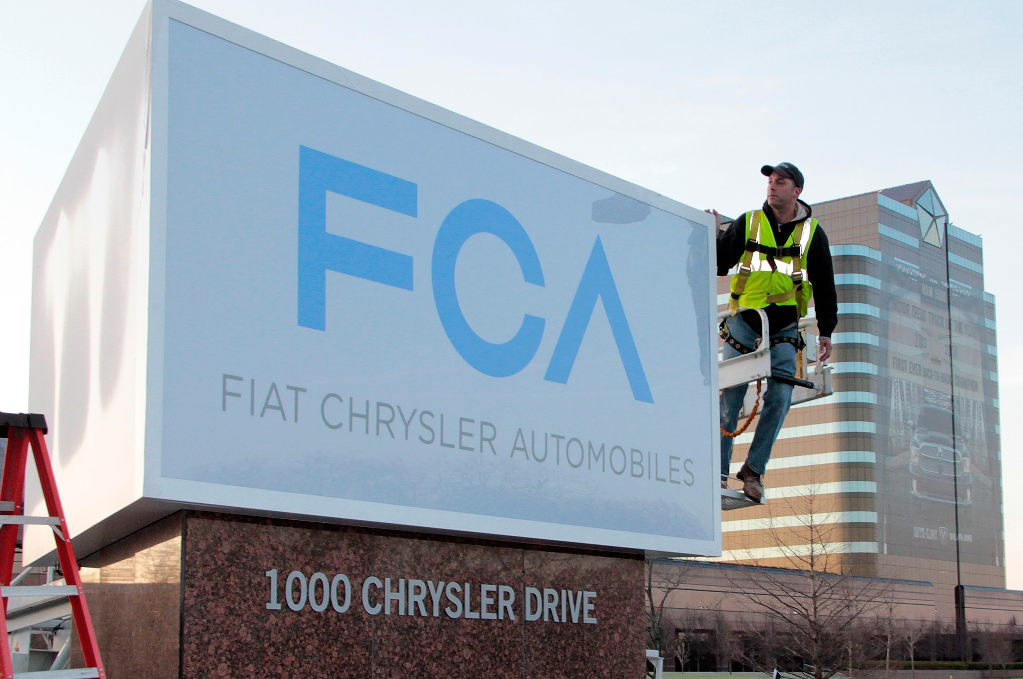 Fiat Chrysler Automobiles New Sign Construction 4