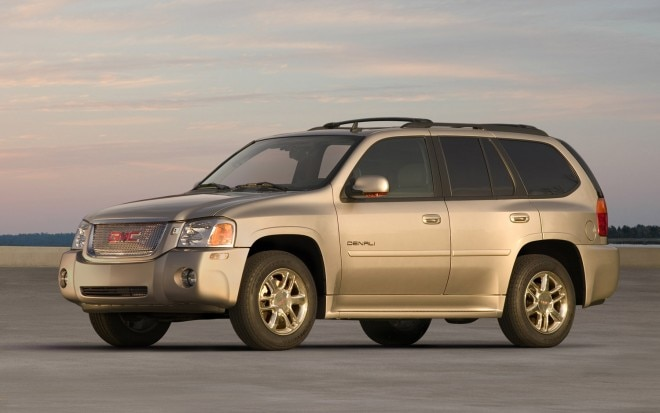 2006 GMC Envoy Denali Front Three Quarter1 660x413