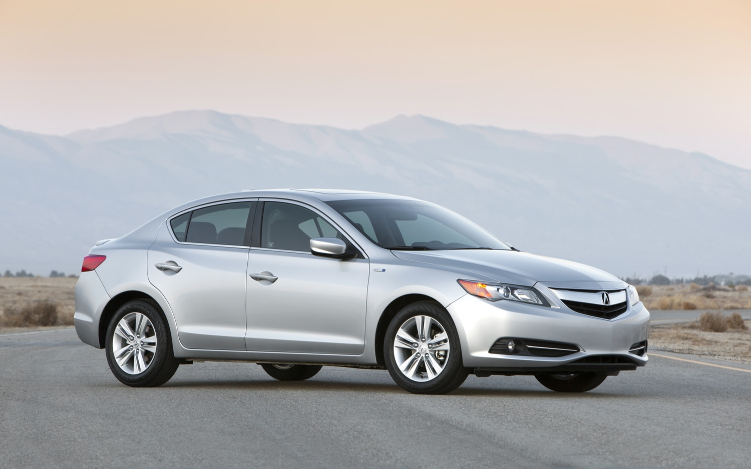 2013 Acura ILX Hybrid Front Three Quarters1