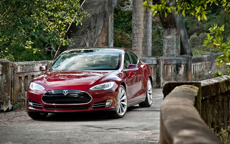 2013 Tesla Model S Front View1