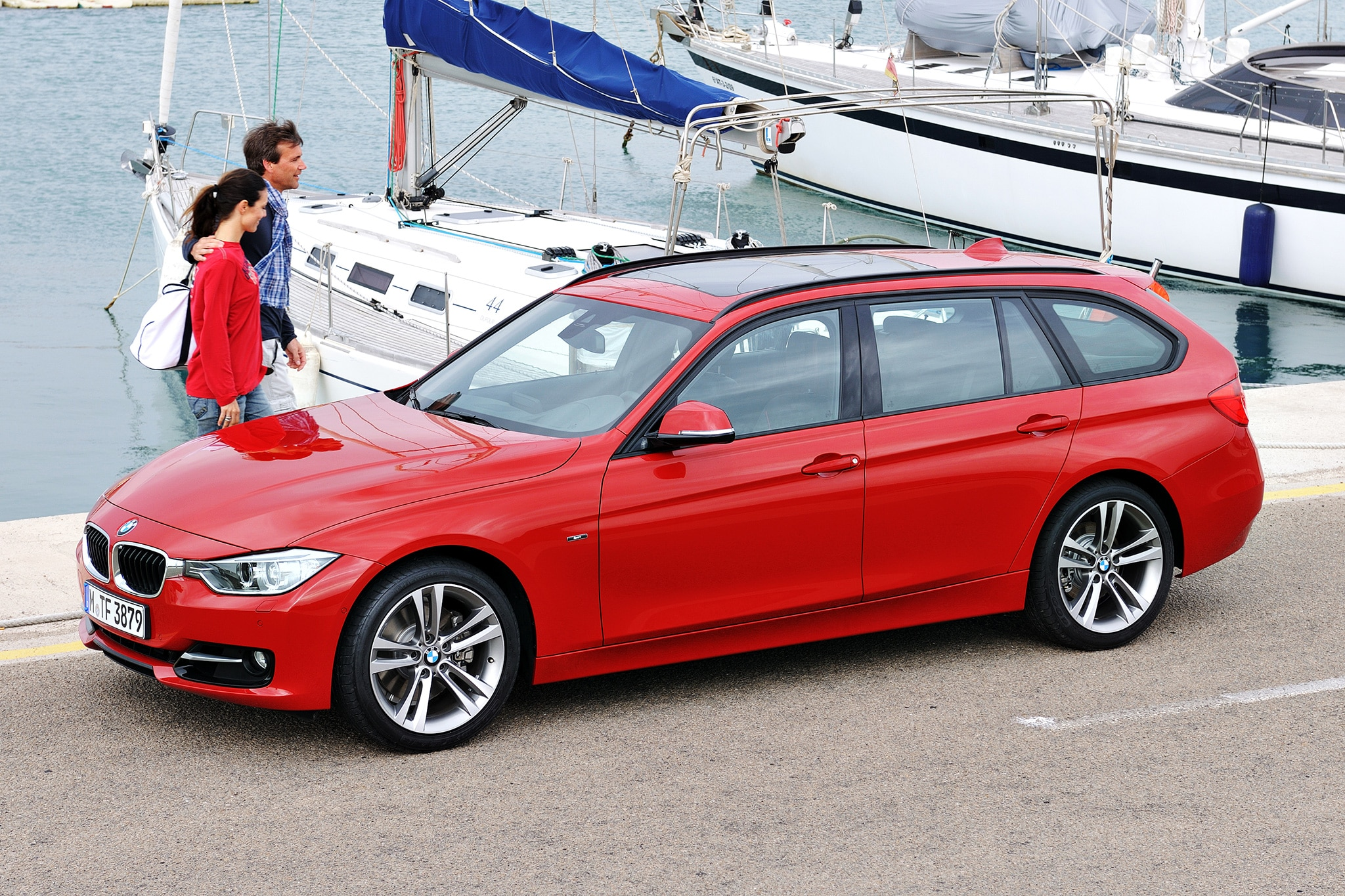 2014 BMW 3 Series Sports Wagon Three Quarters View 111